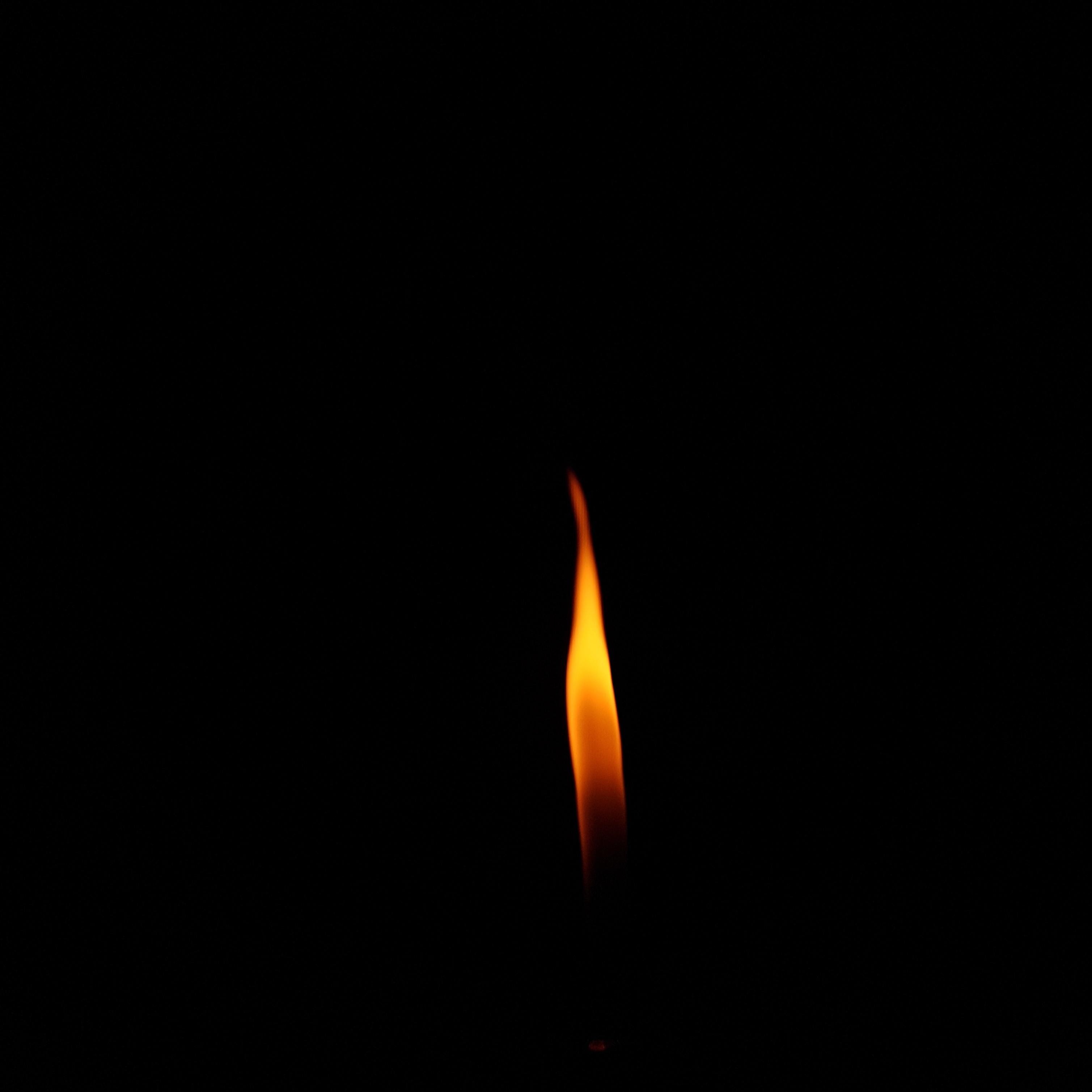 141472 免費下載壁紙 极简主义, 火, 火焰, 蜡烛, 黑暗的, 黑暗 屏保和圖片