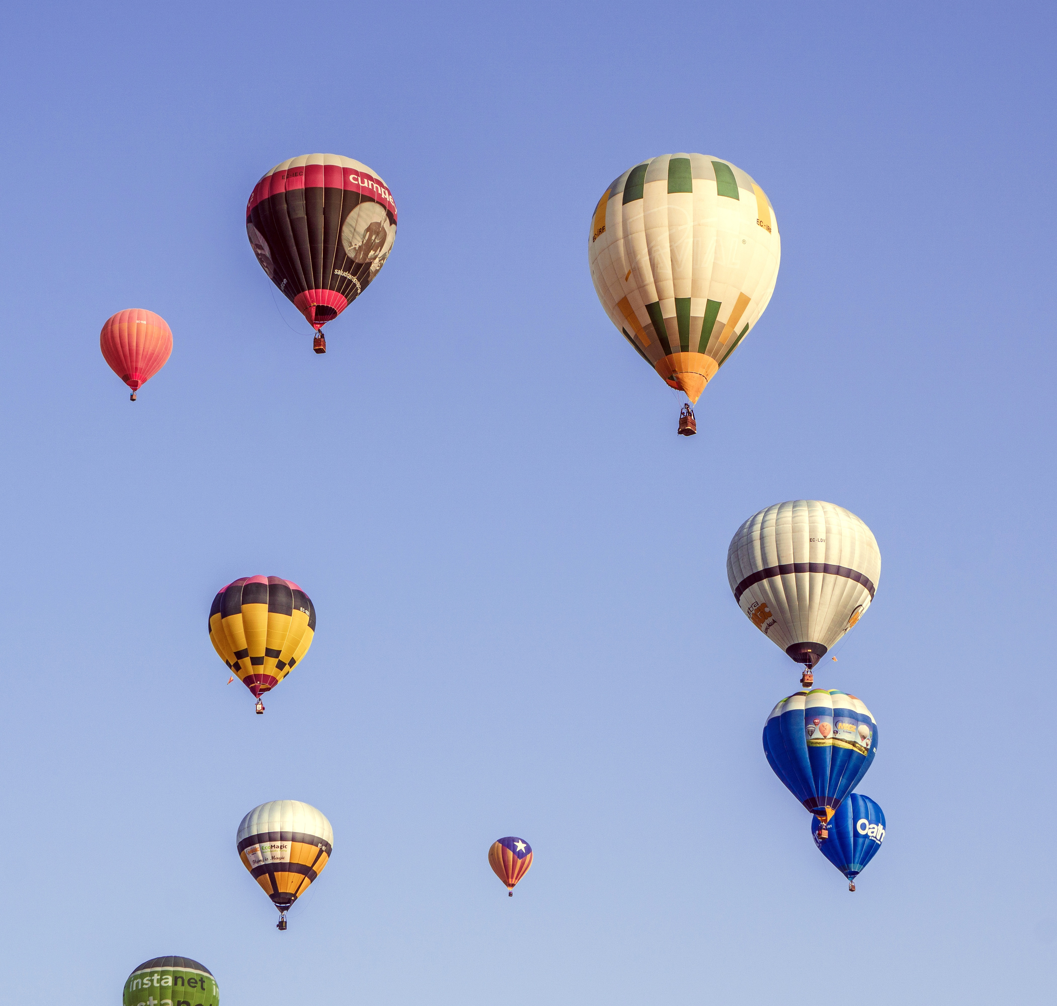 135463 Screensavers and Wallpapers Balloons for phone. Download Sky, Balloons, Miscellanea, Miscellaneous, Flight pictures for free