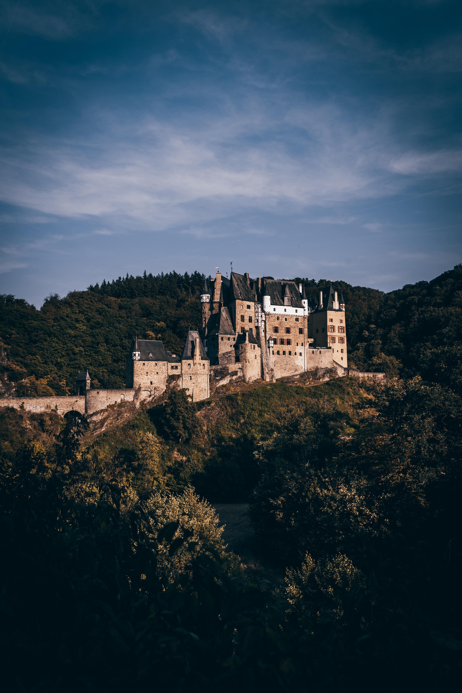 手機的114424屏保和壁紙建筑。 免費下載 锁, 城堡, 森林, 埃尔茨城堡, 维尔舍姆, 德国, 建筑, 城市 圖片