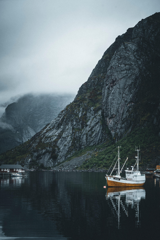 92637 Заставки и Обои Лодки на телефон. Скачать Разное, Лодки, Вода, Туман, Горы картинки бесплатно