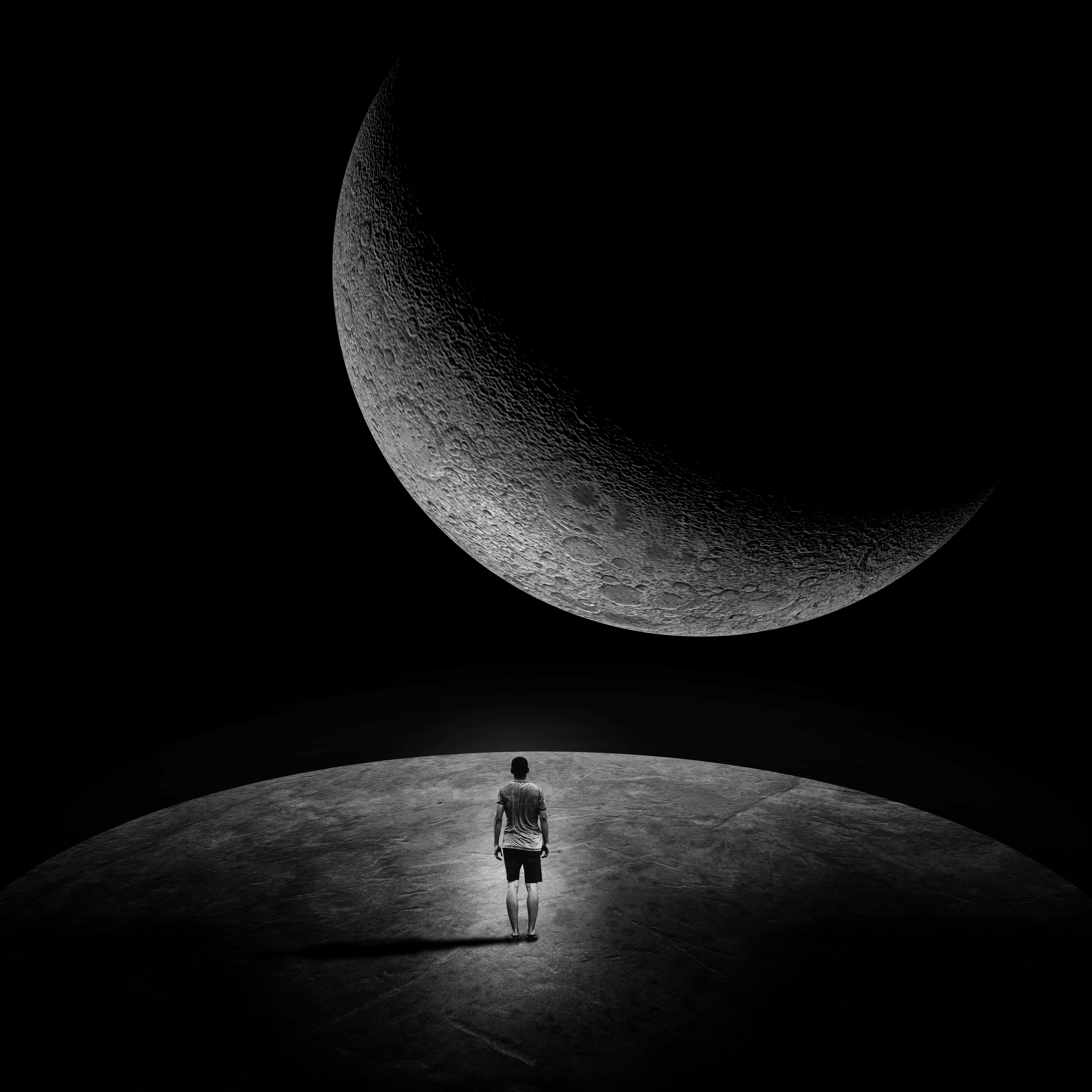 105389 Lade kostenlos Schwarz Hintergrundbilder für dein Handy herunter, Mond, Dunkel, Platz, Mensch, Person, Einsamkeit, Kosmischen, Schwarz Und Weiß, Schwarz-Weiß, Außerirdischen, Außerirdische Schwarz Bilder und Bildschirmschoner für dein Handy