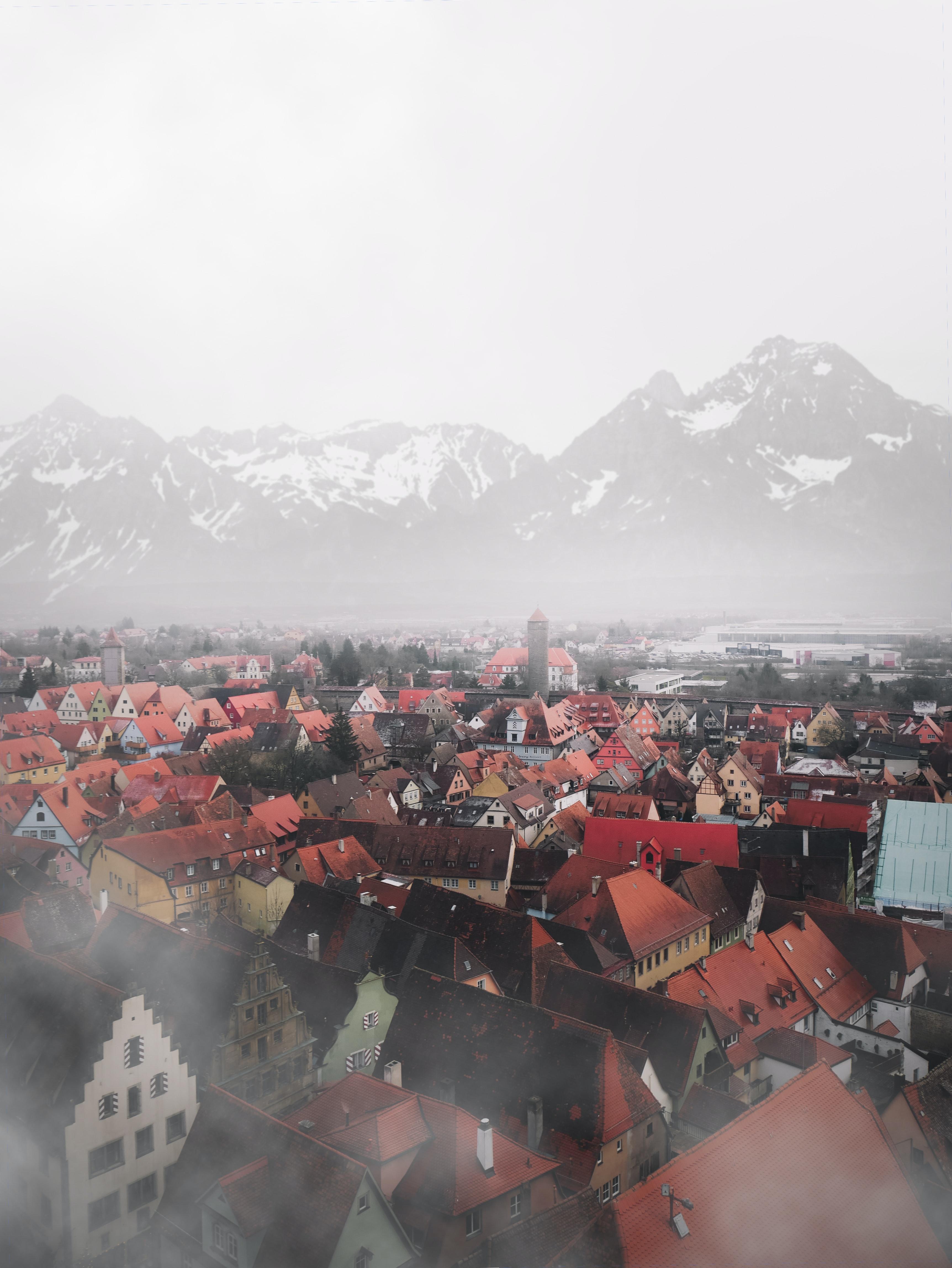 50996 免費下載壁紙 城市, 从上面看, 顶视图, 建造, 建筑物, 多雾路段, 雾, 山 屏保和圖片
