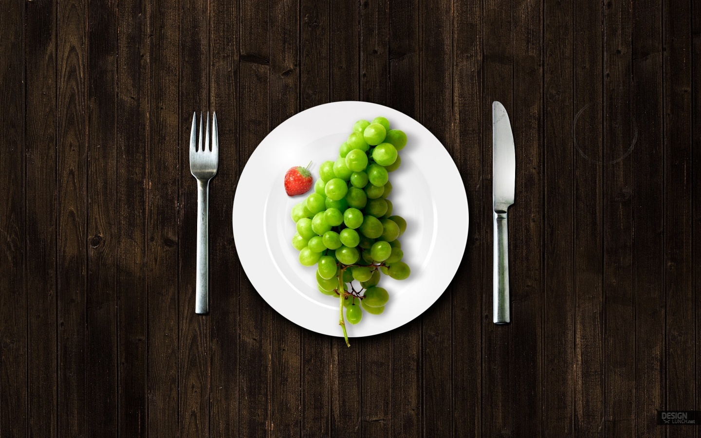 10667 download wallpaper Food, Grapes, Berries screensavers and pictures for free