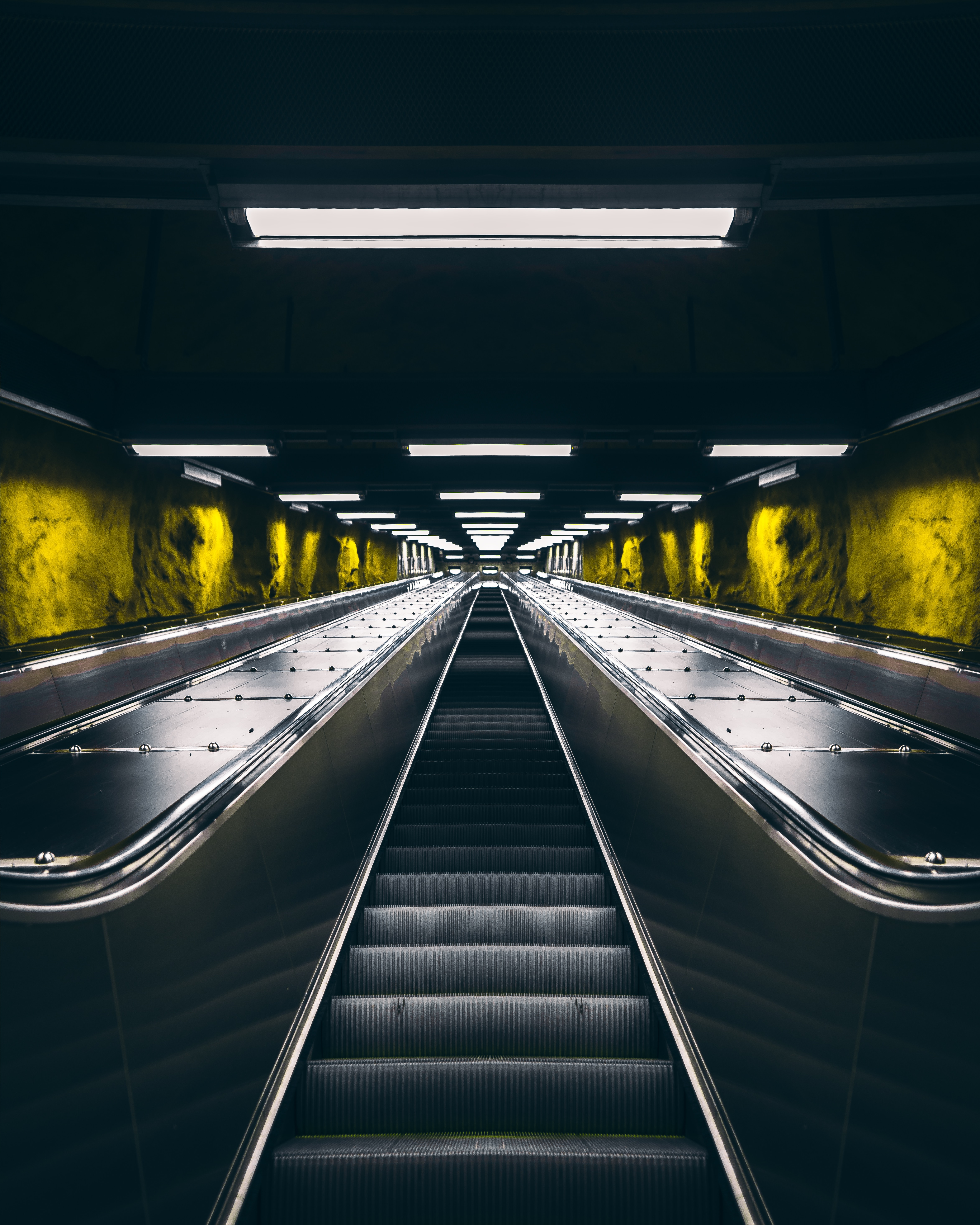 120146 Screensavers and Wallpapers Metro for phone. Download Miscellanea, Miscellaneous, Backlight, Illumination, Tunnel, Metro, Subway, Escalator pictures for free