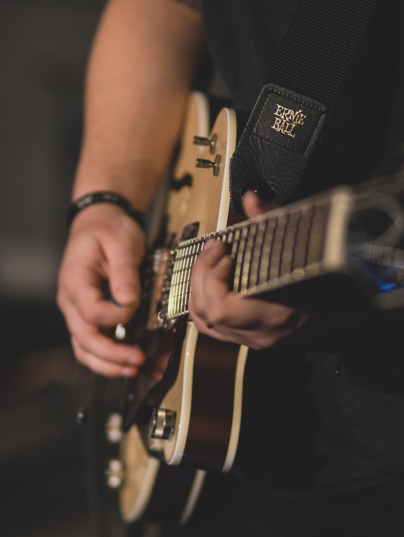 免費下載 89376: 音乐, 吉他, 乐器, 吉他手, 电吉他 桌面壁紙