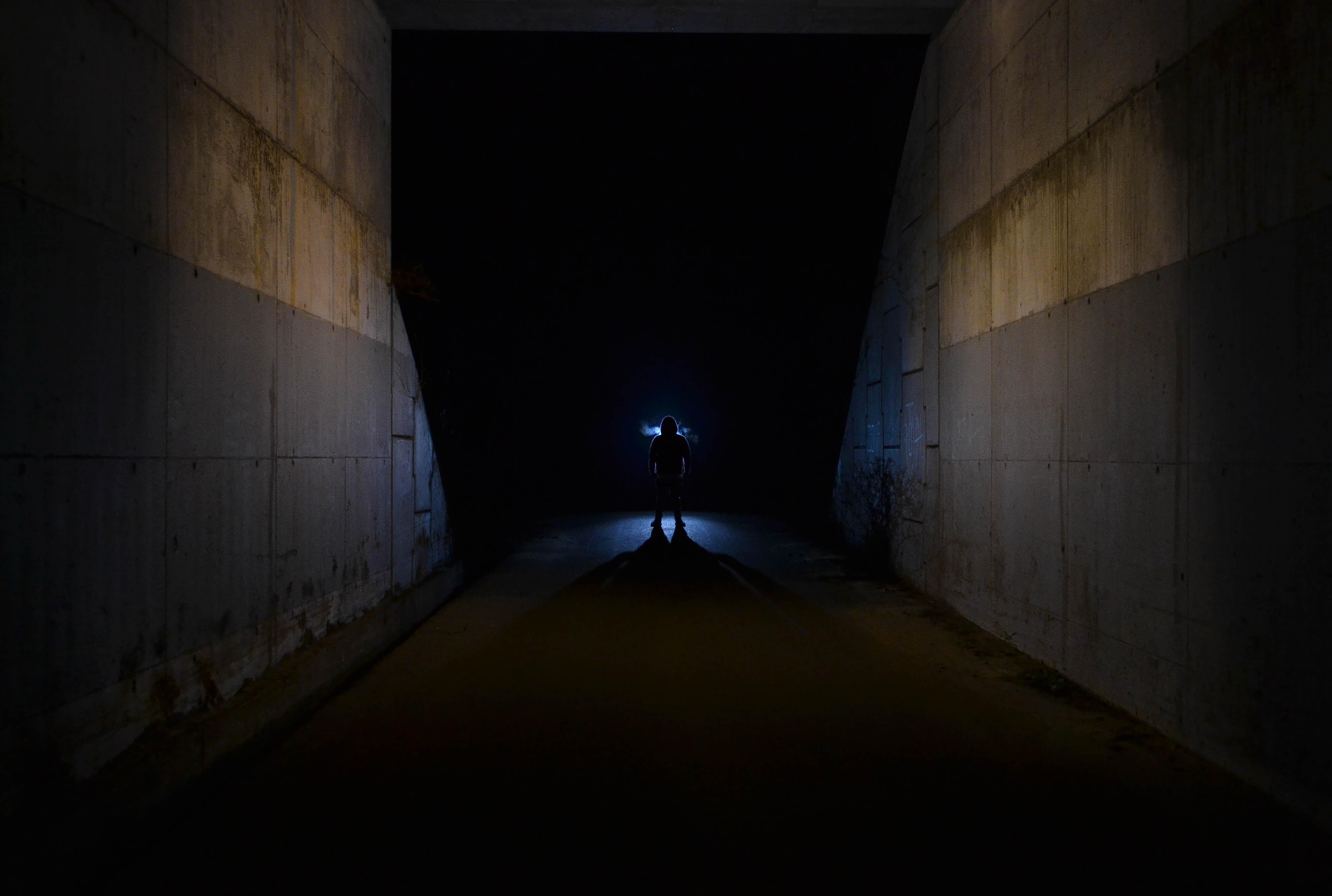 129892 скачать обои Темные, Силуэт, Свет, Темный, Ночь - заставки и картинки бесплатно