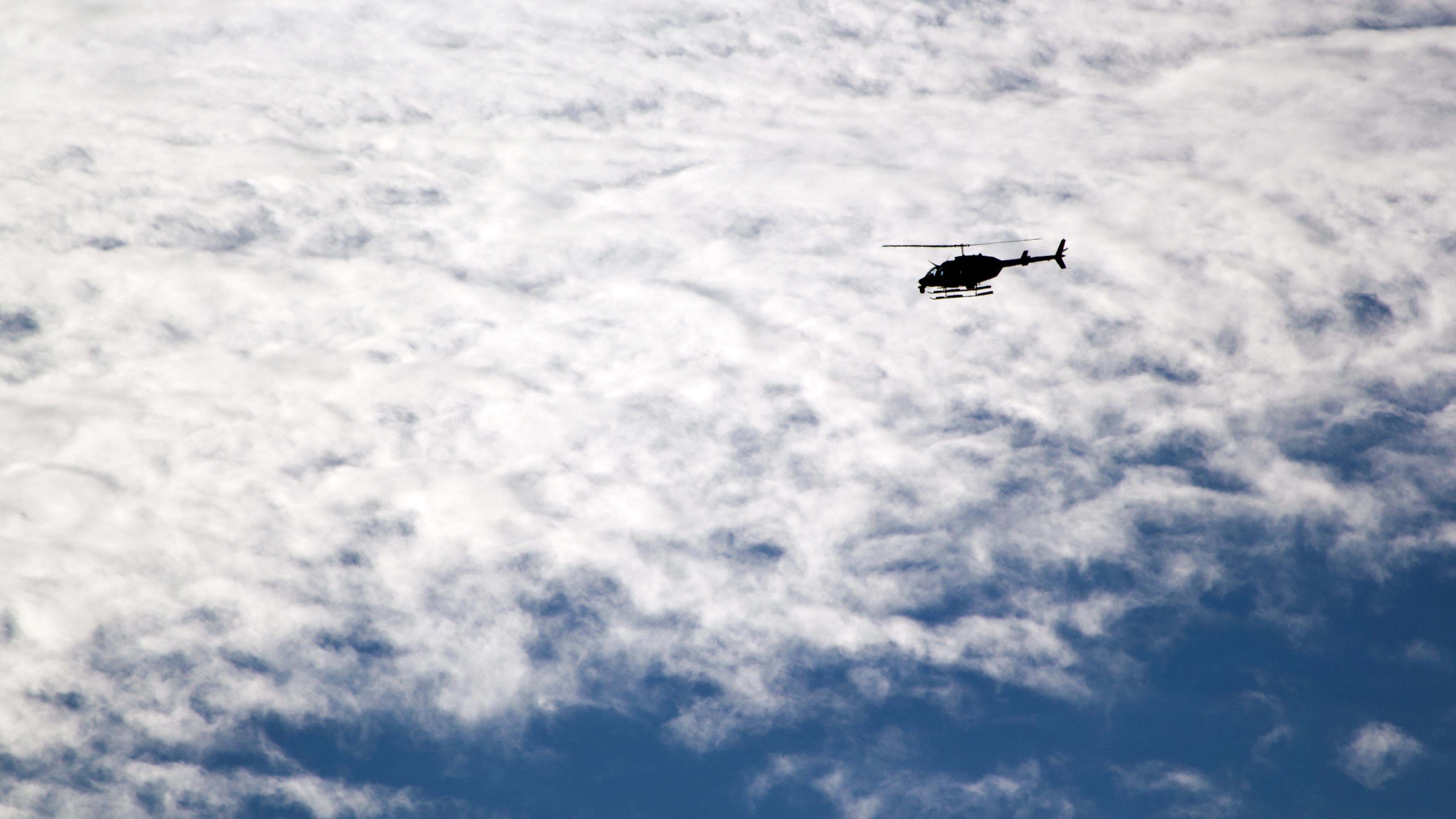 68053 Hintergrundbild herunterladen Sky, Clouds, Hubschrauber, Verschiedenes, Sonstige, Flug - Bildschirmschoner und Bilder kostenlos