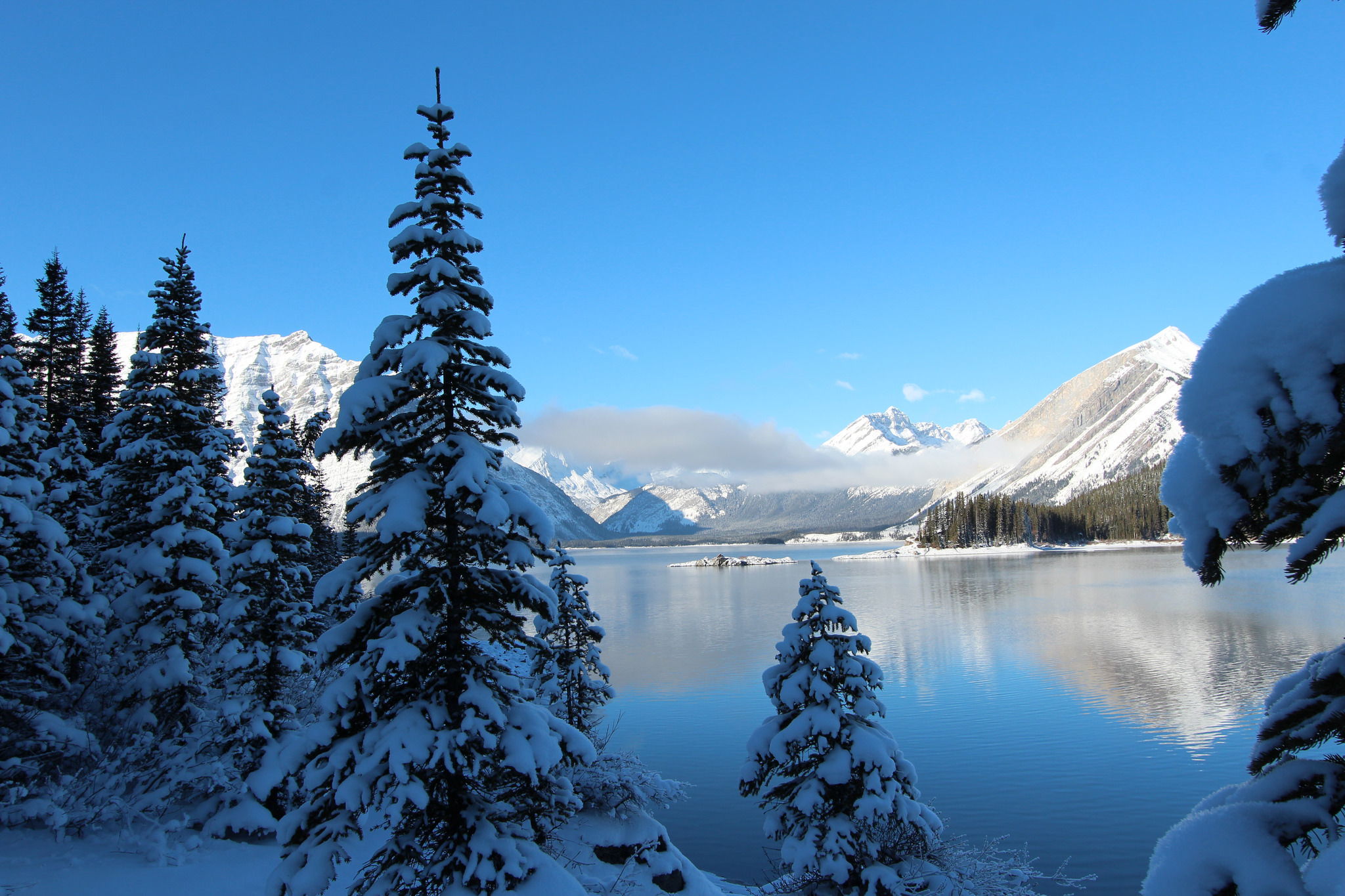 54559 download wallpaper Nature, Winter, Snow, Lake, Mountains screensavers and pictures for free