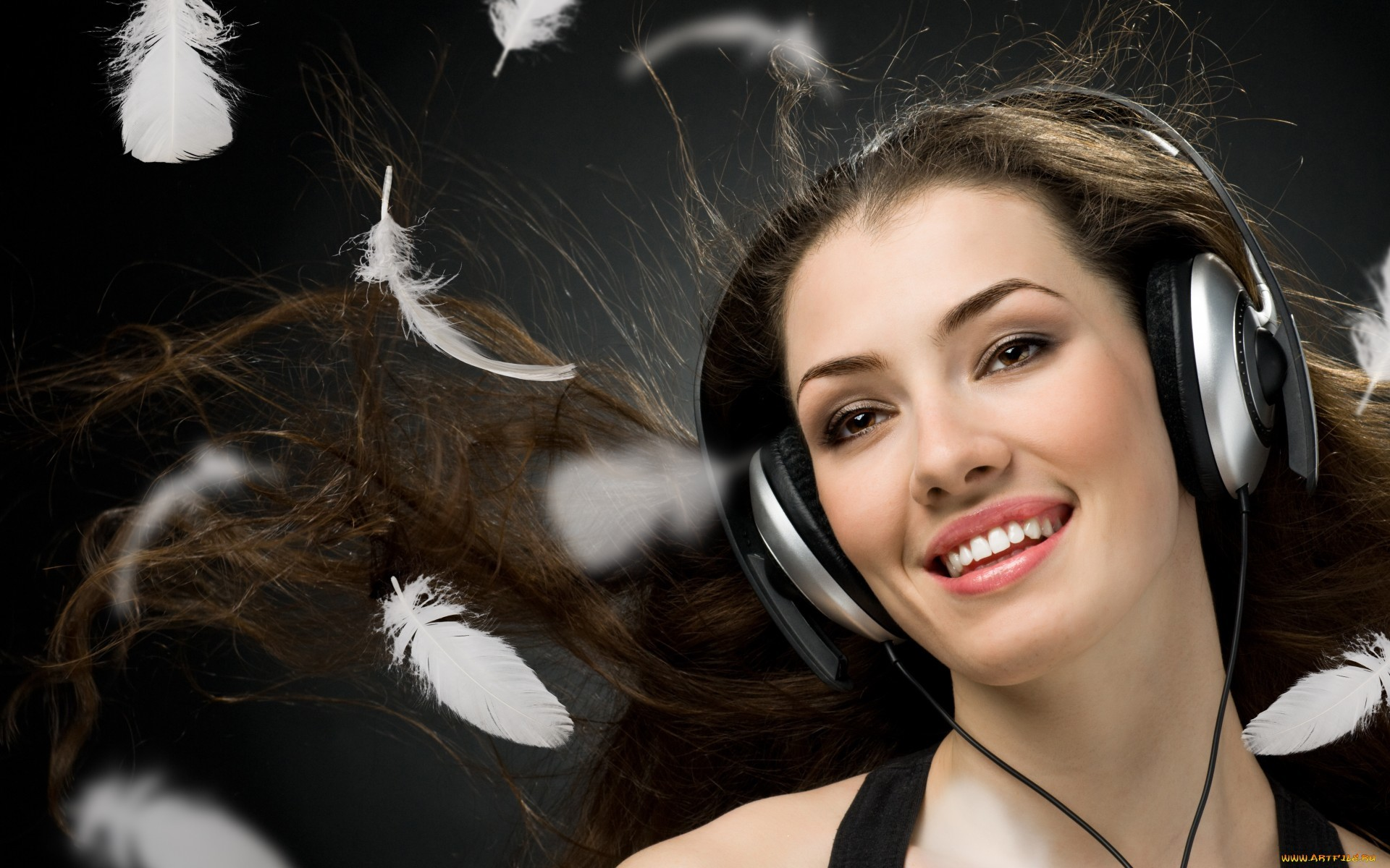 26743 download wallpaper Music, People, Girls, Headphones screensavers and pictures for free