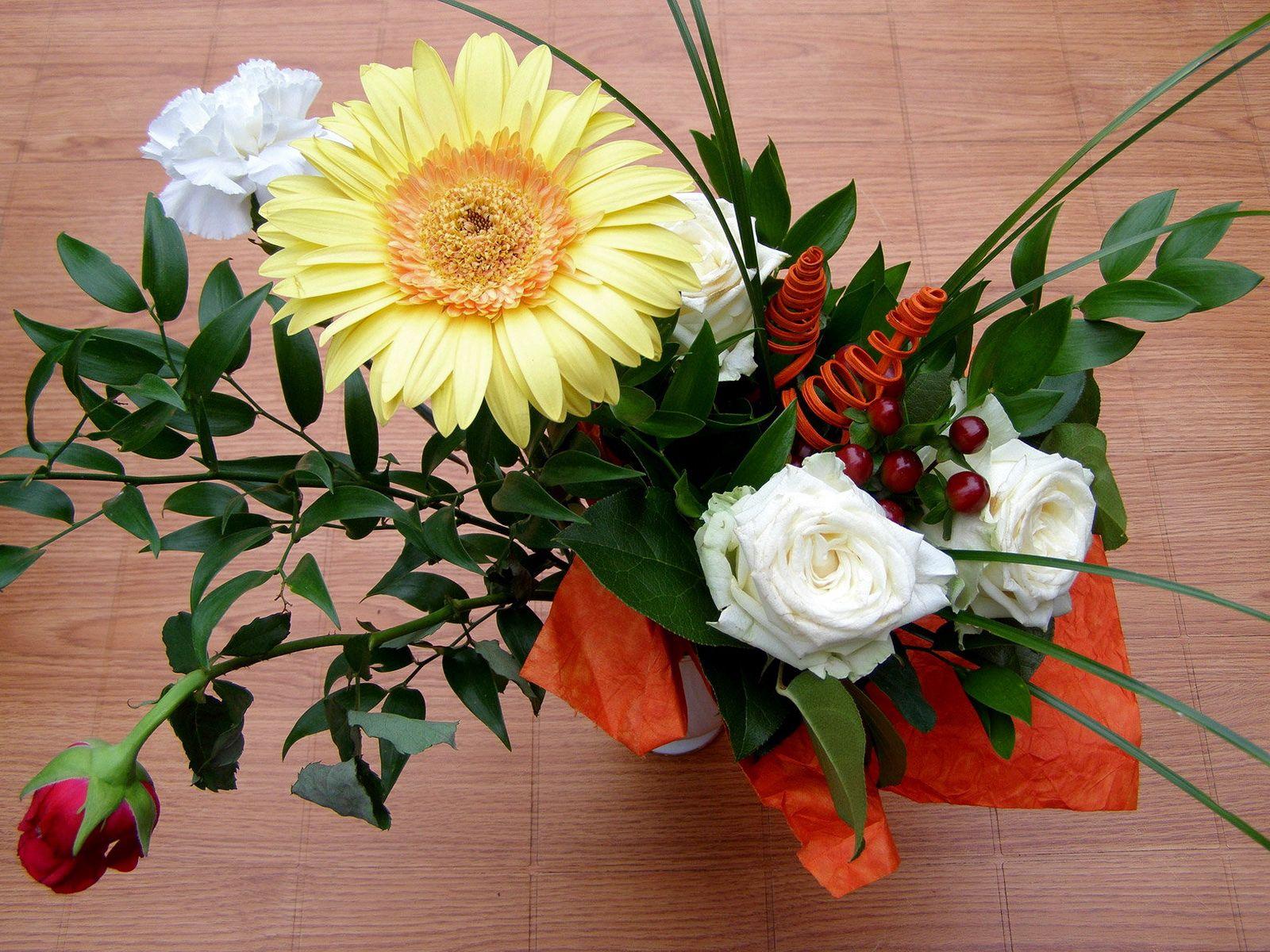 84535 скачать обои Цветы, Розы, Оформление, Композиция, Гербера, Гвоздика - заставки и картинки бесплатно