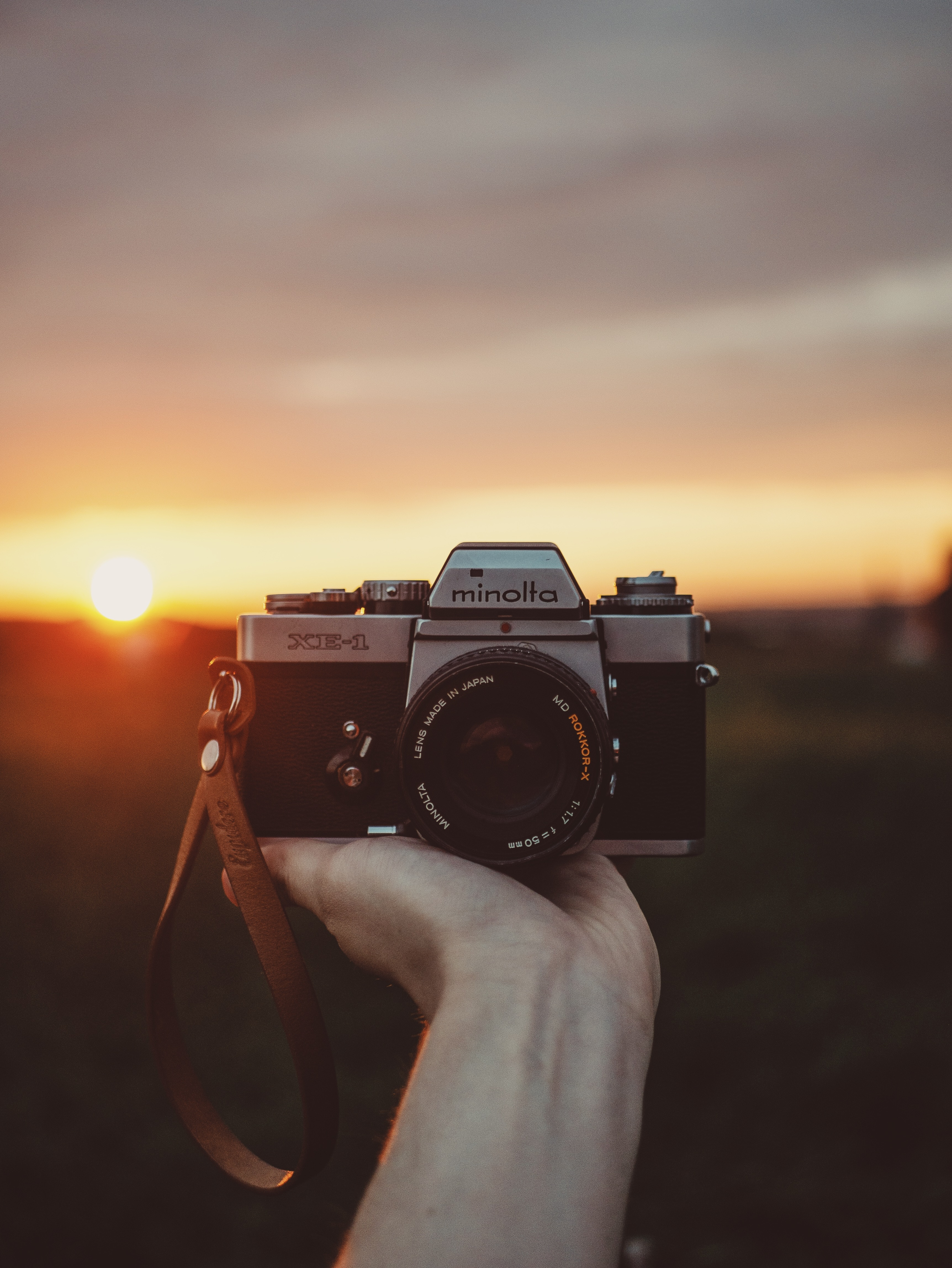 90199 Screensavers and Wallpapers Photographer for phone. Download Sunset, Hand, Technologies, Technology, Photographer, Camera pictures for free