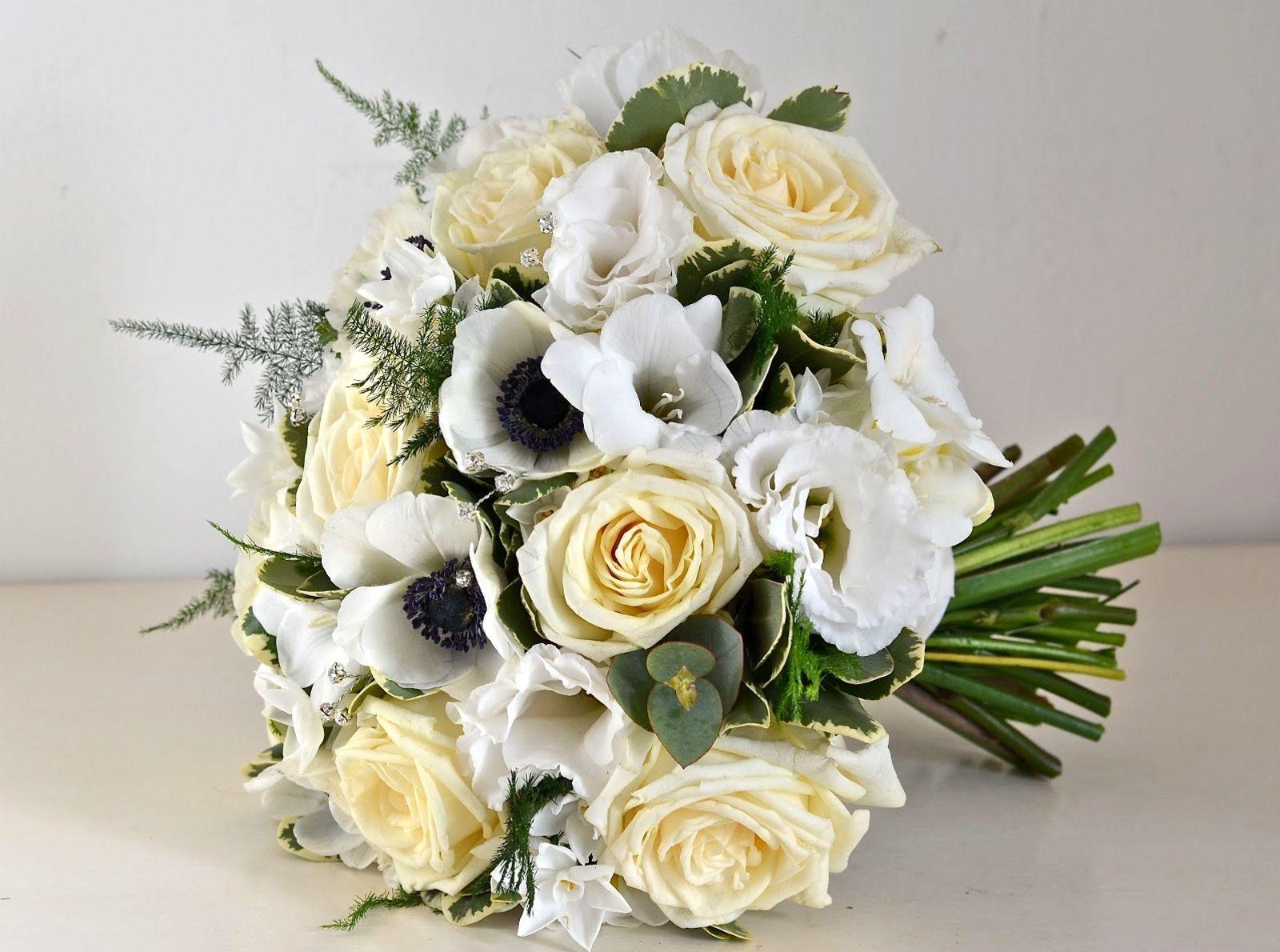 94312 скачать обои Цветы, Букет, Белоснежные, Оформление, Розы - заставки и картинки бесплатно