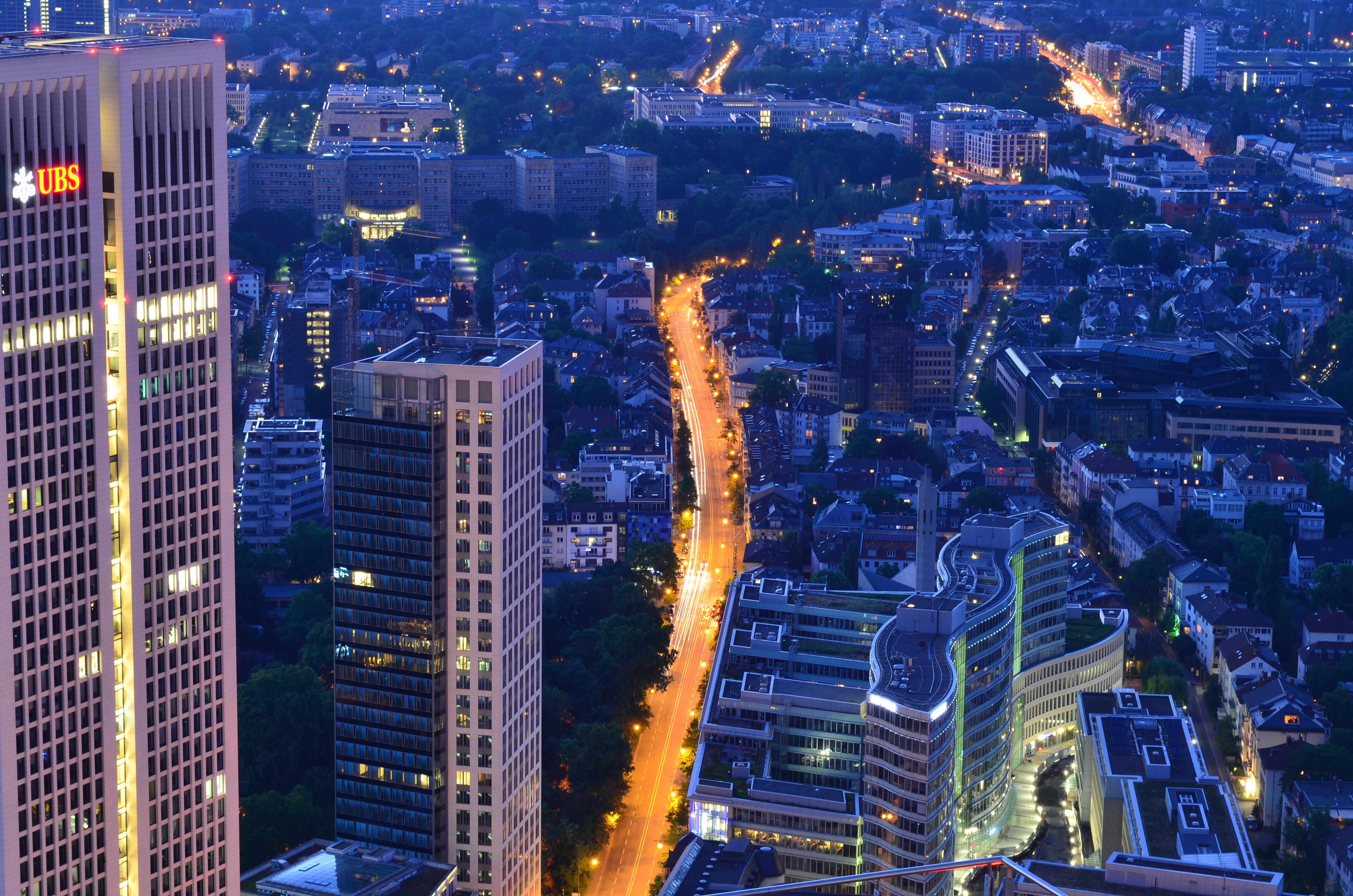 101874 Hintergrundbild 240x400 kostenlos auf deinem Handy, lade Bilder Städte, Wolkenkratzer, Blick Von Oben, Nächtliche Stadt, Night City, Lichter Der Stadt, City Lights, Frankfurt 240x400 auf dein Handy herunter