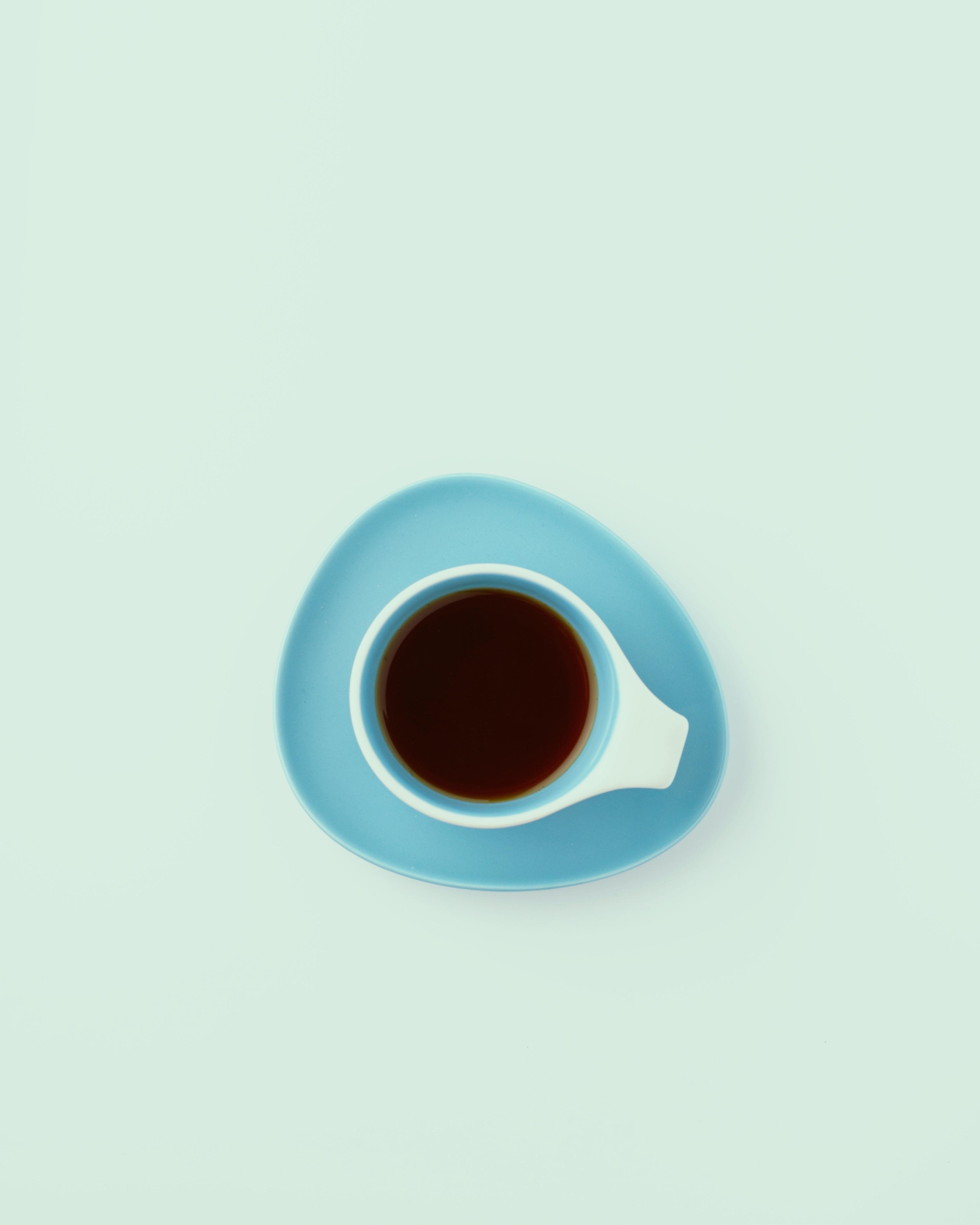 82481 Hintergrundbild herunterladen Getränke, Eine Tasse, Tasse, Minimalismus, Trinken, Tee - Bildschirmschoner und Bilder kostenlos