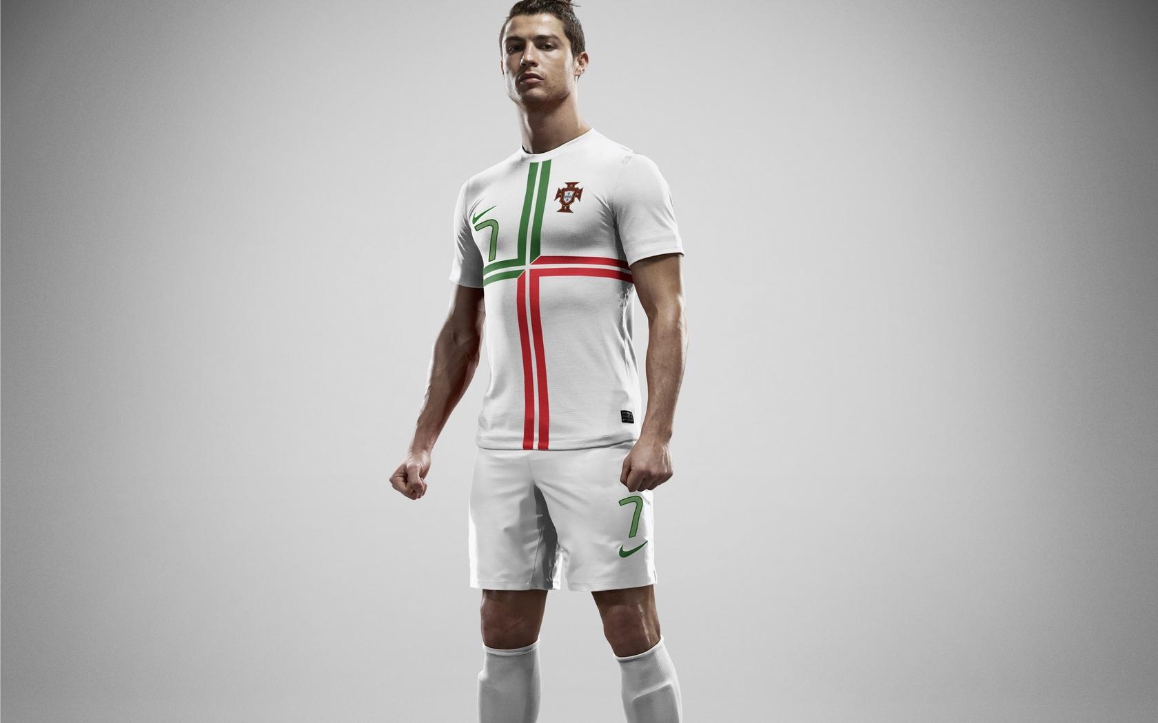 Download mobile wallpaper People, Sports, Football, Men, Cristiano Ronaldo for free.