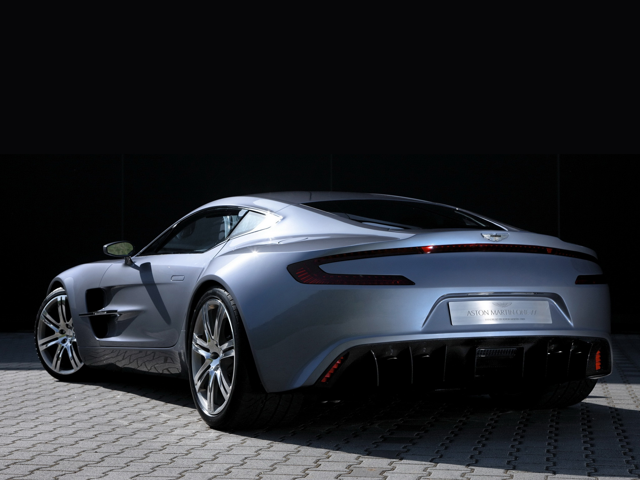 122851 Заставки и Обои Астон Мартин (Aston Martin) на телефон. Скачать Астон Мартин (Aston Martin), Тачки (Cars), Вид Сзади, Стиль, 2009, Серебряный Металлик, One-77 картинки бесплатно