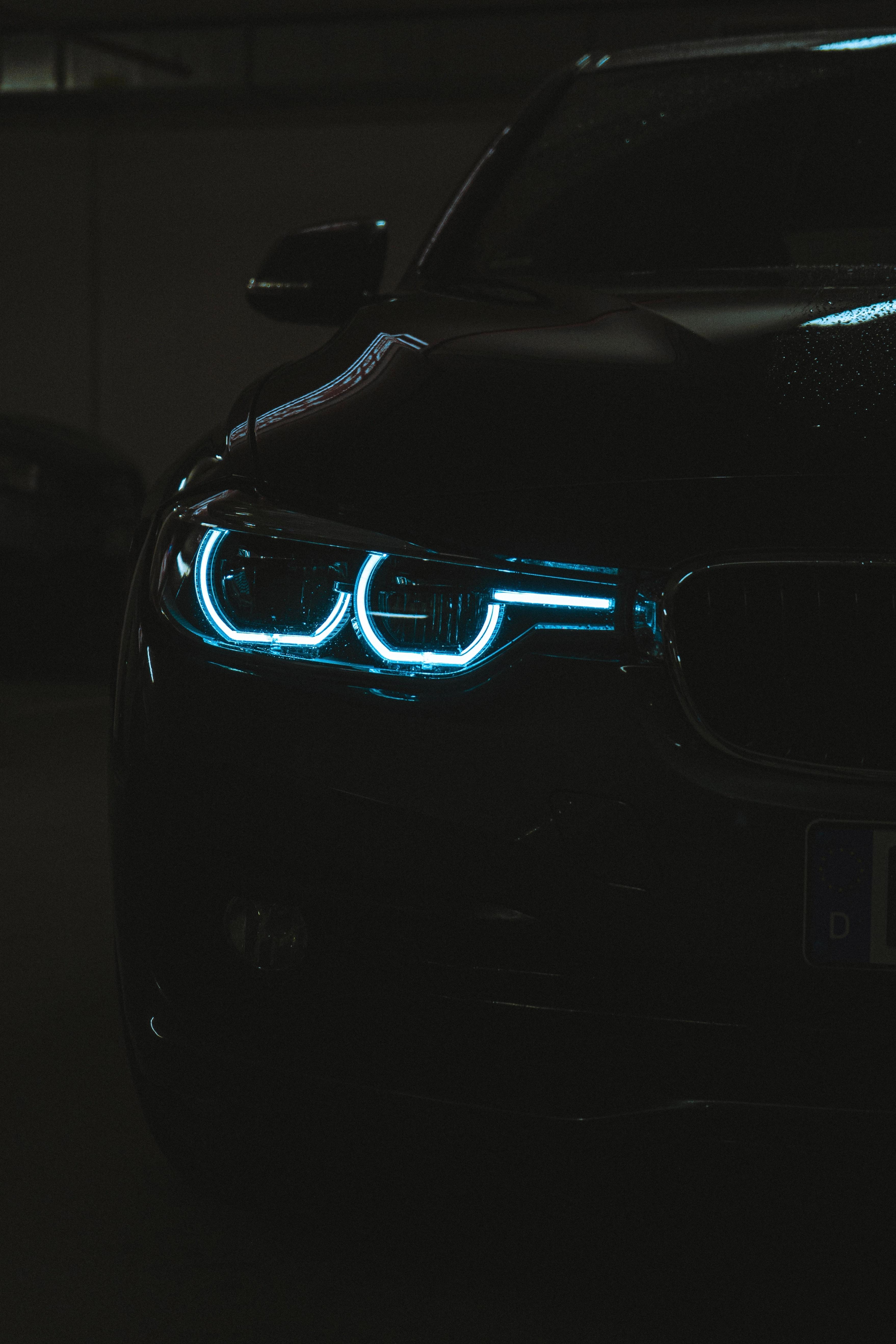 84471 Hintergrundbild herunterladen Auto, Cars, Dunkel, Scheinen, Licht, Wagen, Das Schwarze, Scheinwerfer - Bildschirmschoner und Bilder kostenlos