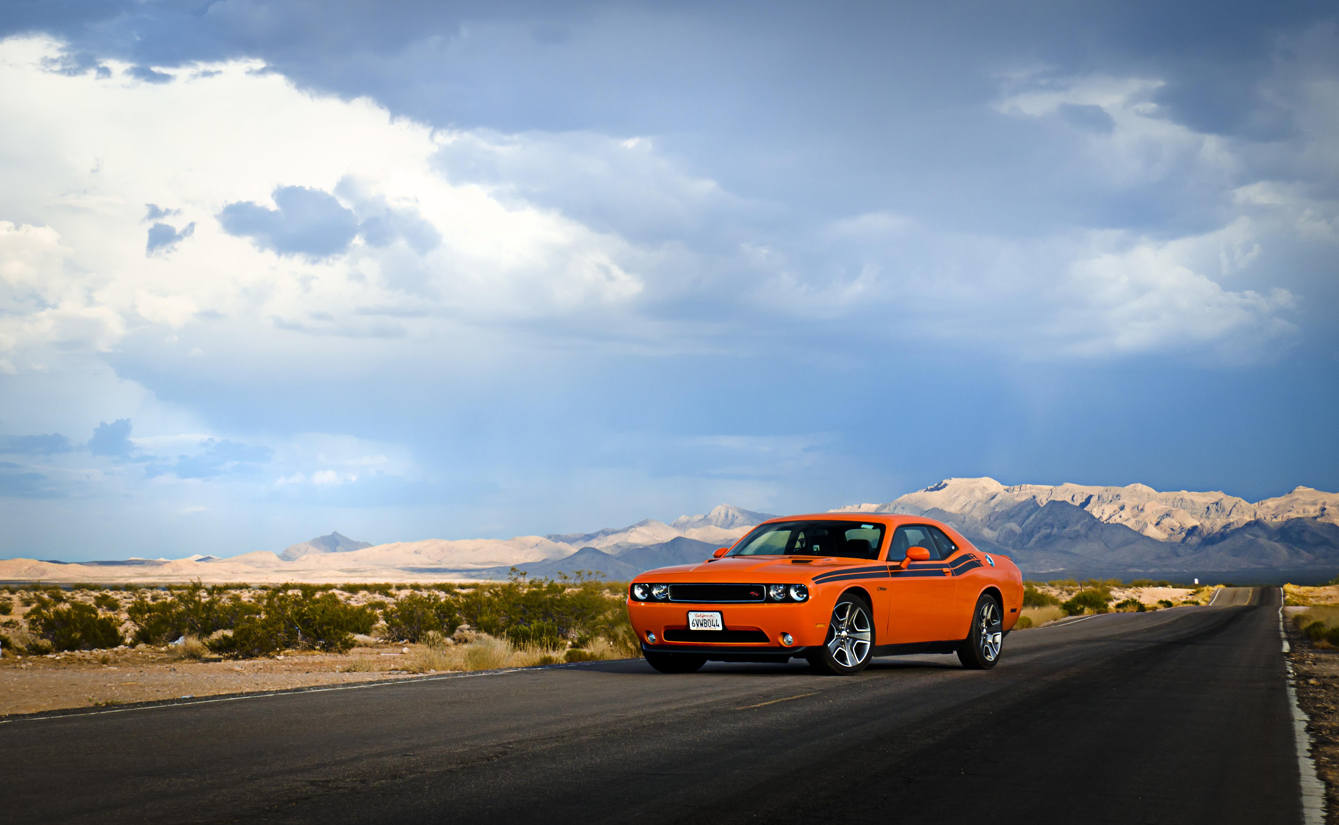 66970 скачать обои Тачки (Cars), Dodge, Challenger, Машины, Вид Сбоку, Дорога, Небо - заставки и картинки бесплатно