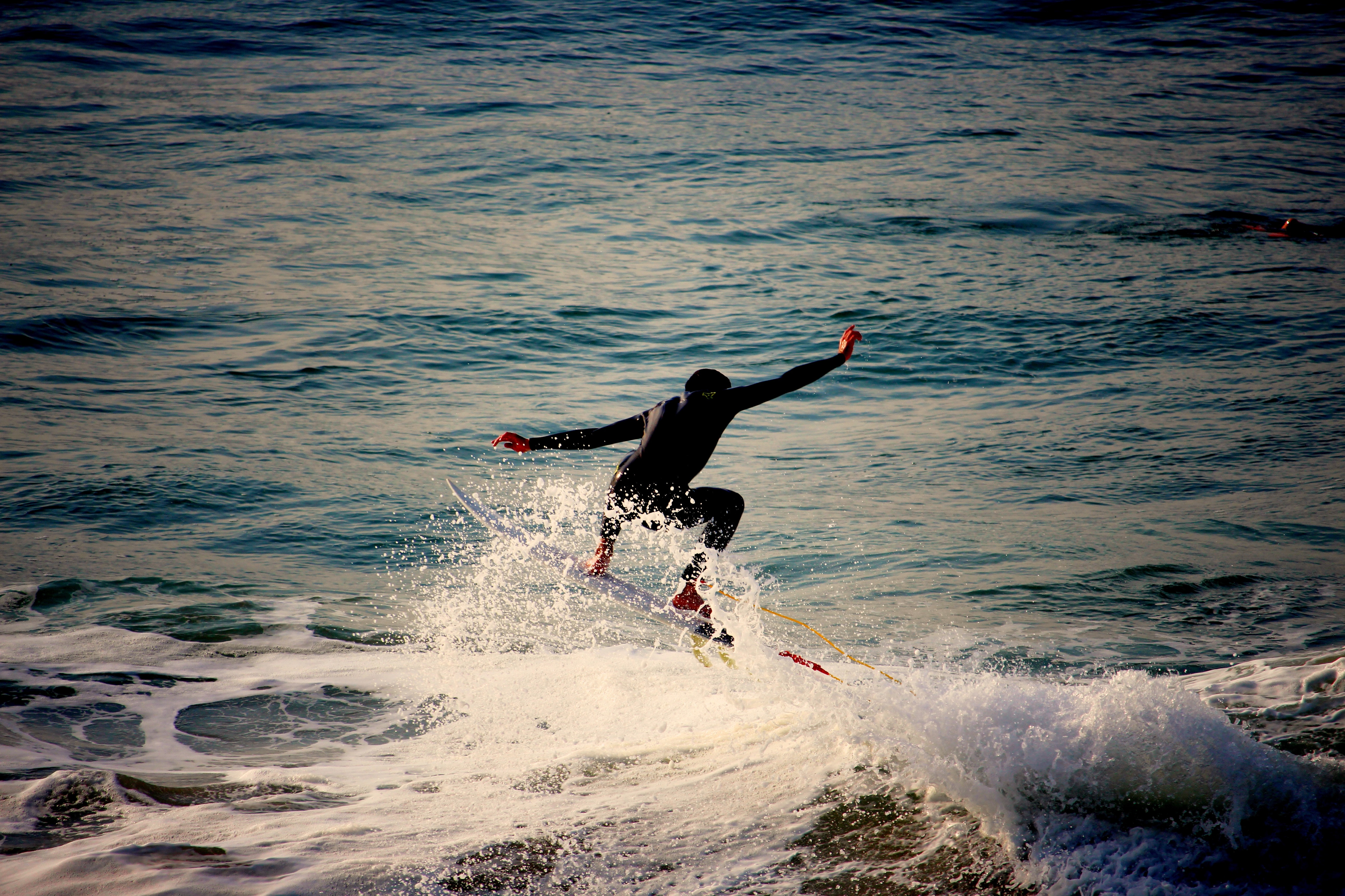 62834 download wallpaper Sports, Surfer, Serfing, Sea, Foam, Waves screensavers and pictures for free
