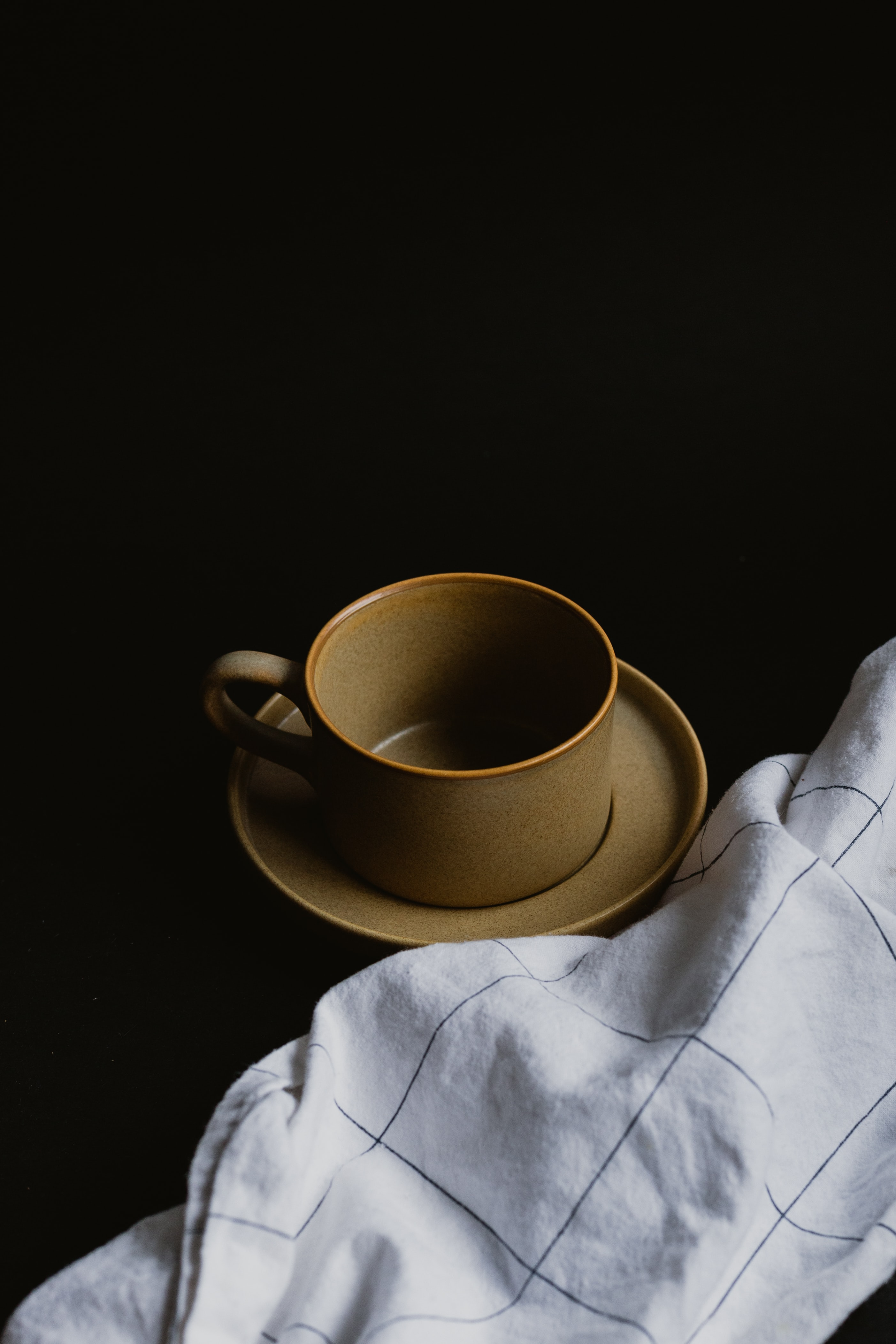 102368 Screensavers and Wallpapers Still Life for phone. Download Still Life, Miscellanea, Miscellaneous, Cup, Cloth, Plate, Towel pictures for free