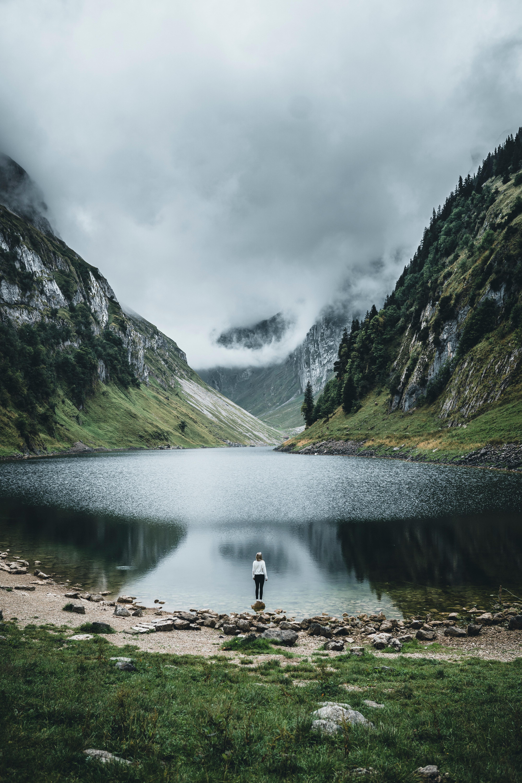 105861 скачать обои Разное, Озеро, Девушка, Одиночество, Природа, Горы - заставки и картинки бесплатно