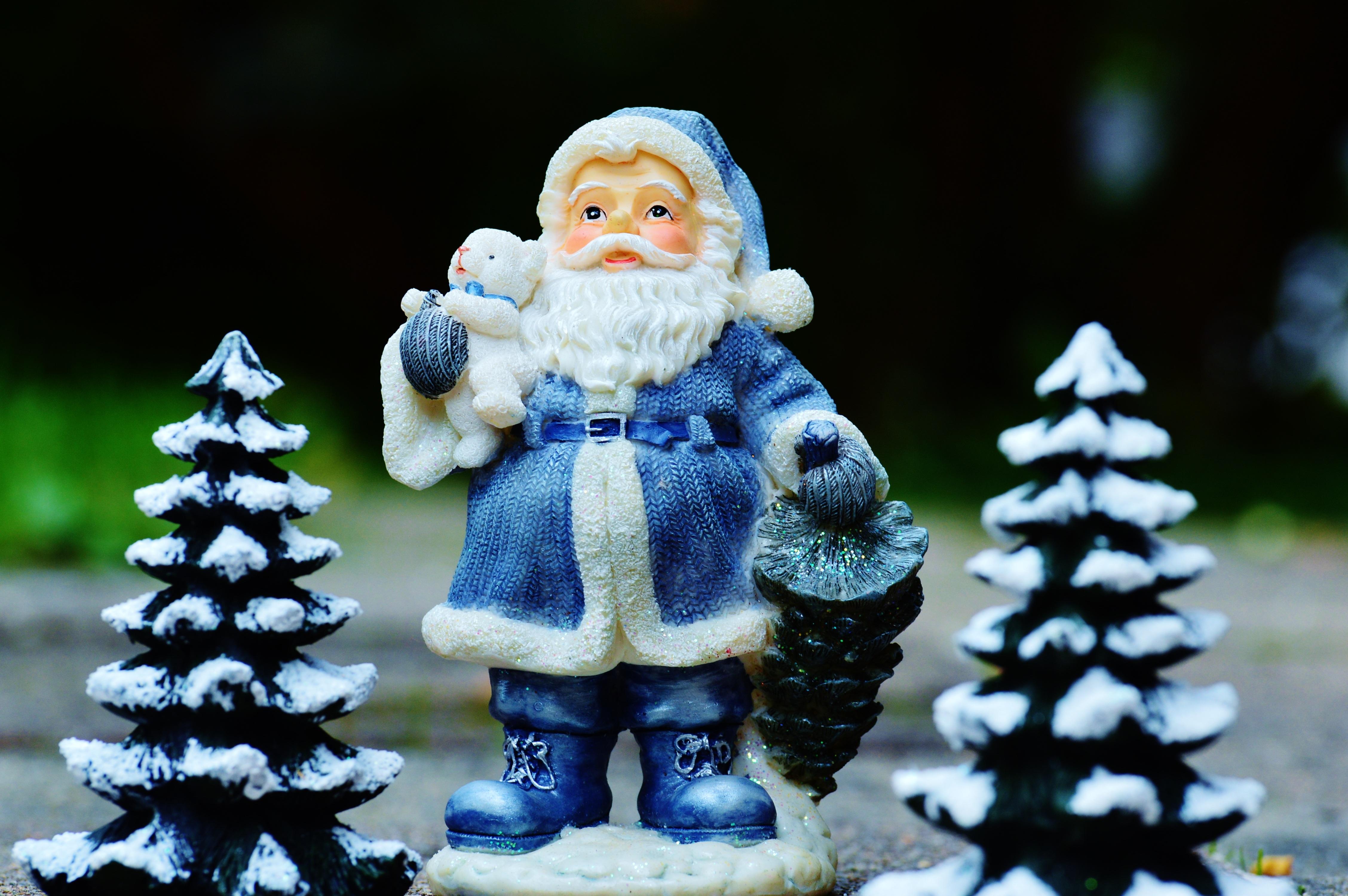 64721 скачать обои Праздники, Дед Мороз, Санта Клаус, Новый Год, Елки - заставки и картинки бесплатно