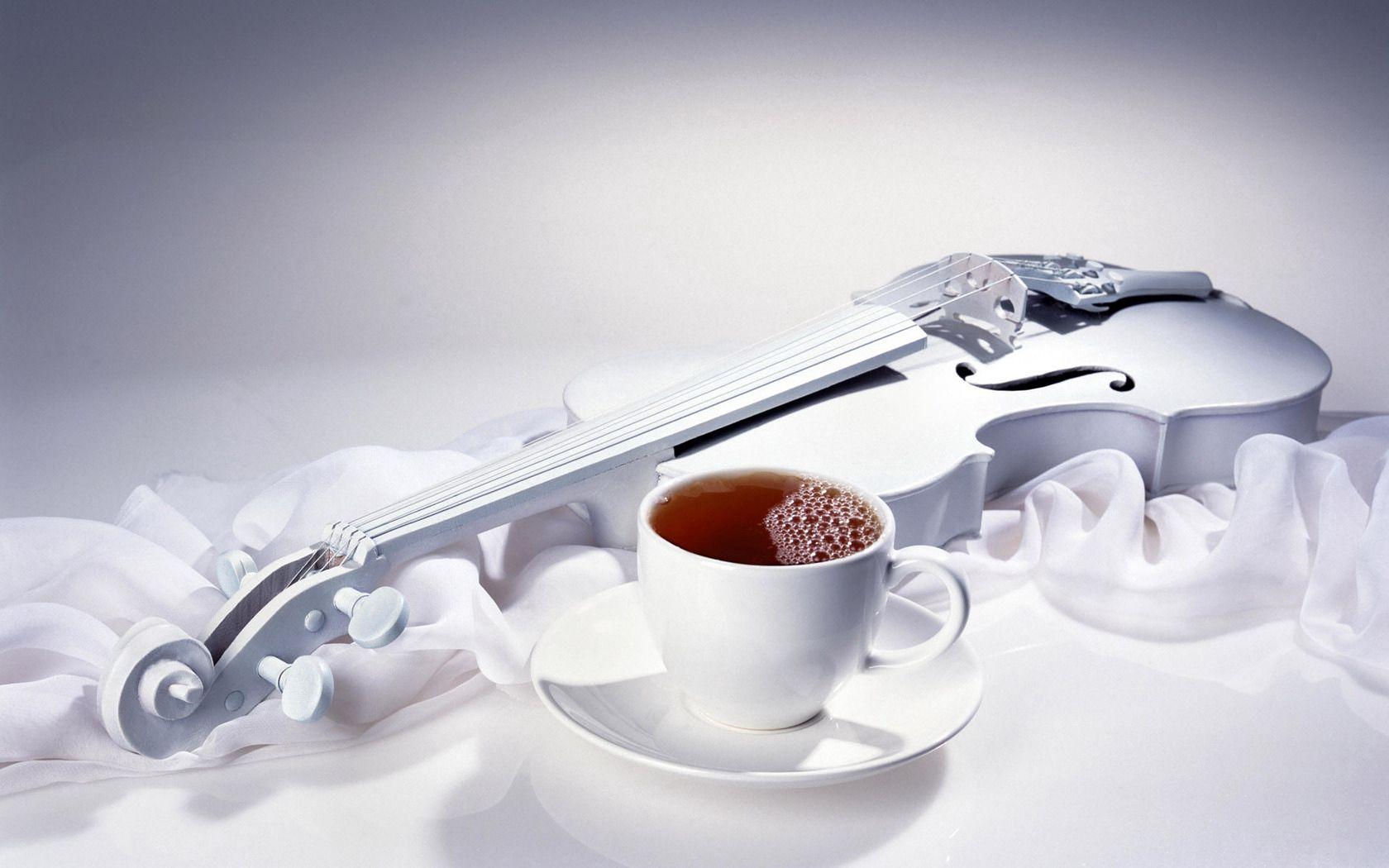154056 Hintergrundbild herunterladen Getränke, Verschiedenes, Sonstige, Eine Tasse, Tasse, Die Kleidung, Tuch, Trinken, Tee, Die Seide, Seide, Violine - Bildschirmschoner und Bilder kostenlos