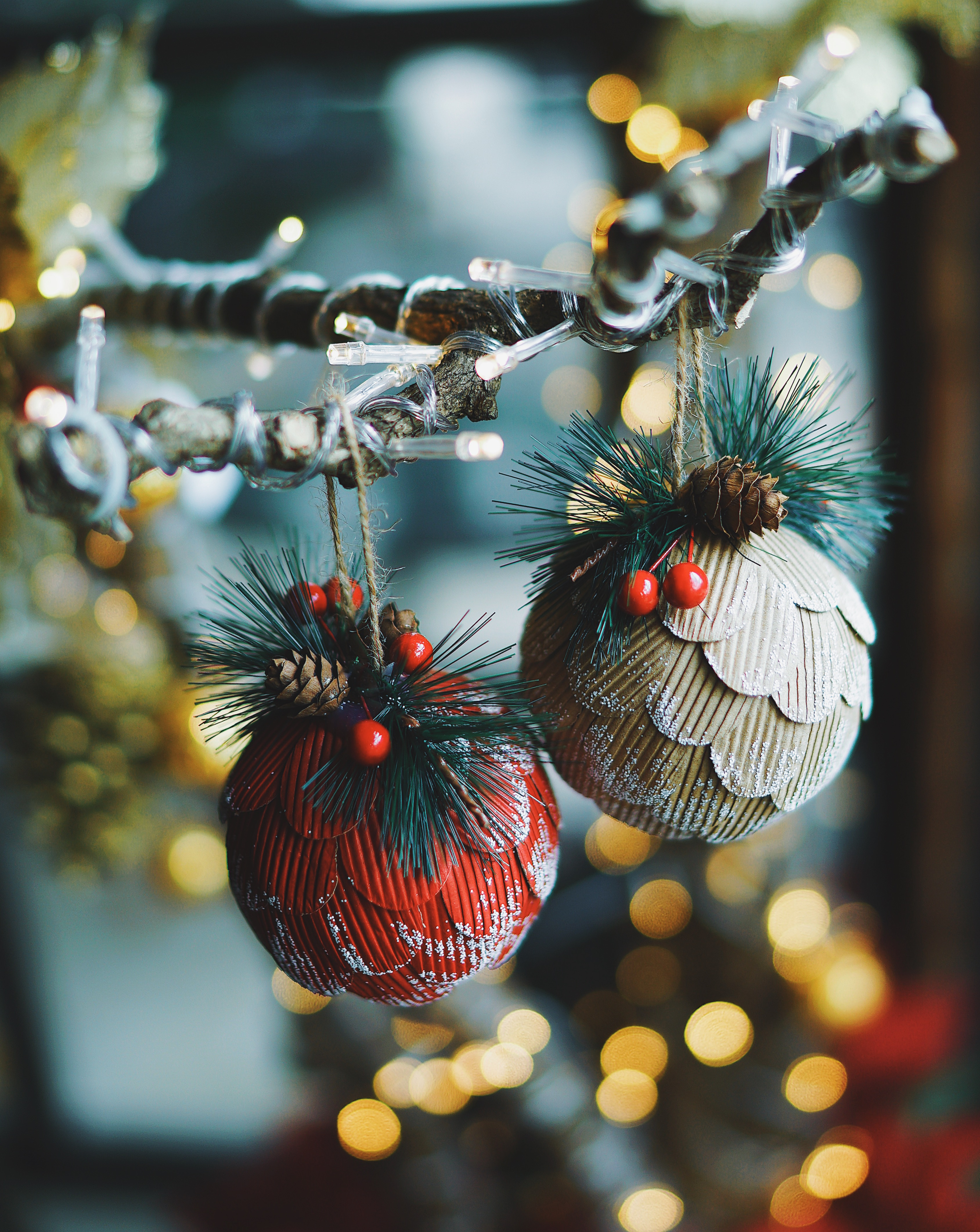 109088 download wallpaper Holidays, New Year, Glare, Christmas, Christmas Decorations, Christmas Tree Toys, Decoration screensavers and pictures for free