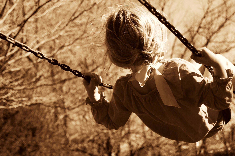 143371 скачать обои Разное, Девочка, Ребенок, Качели, Сепия - заставки и картинки бесплатно