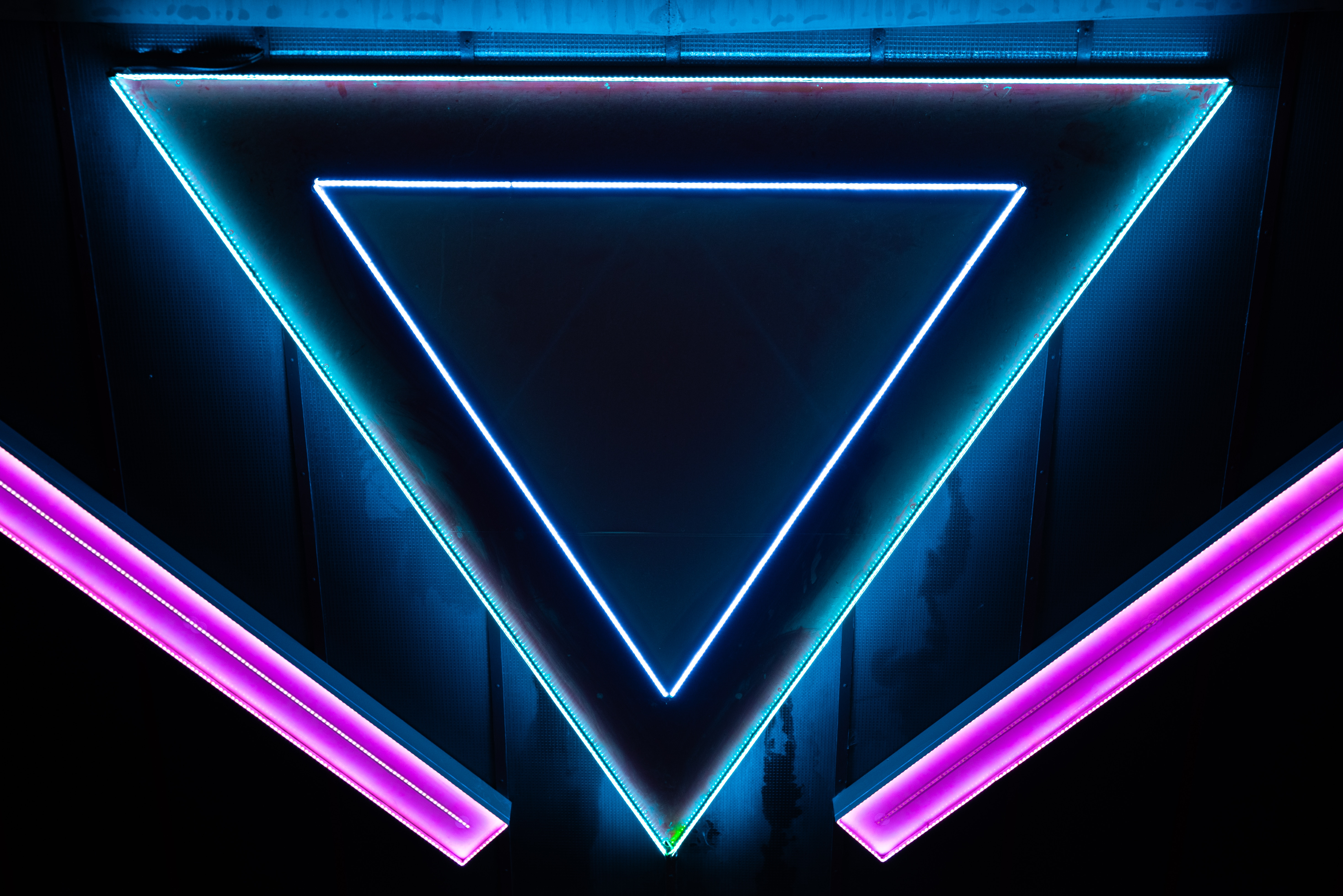 60073 Screensavers and Wallpapers Form for phone. Download Neon, Dark, Form, Forms, Shapes, Shape, Triangle pictures for free