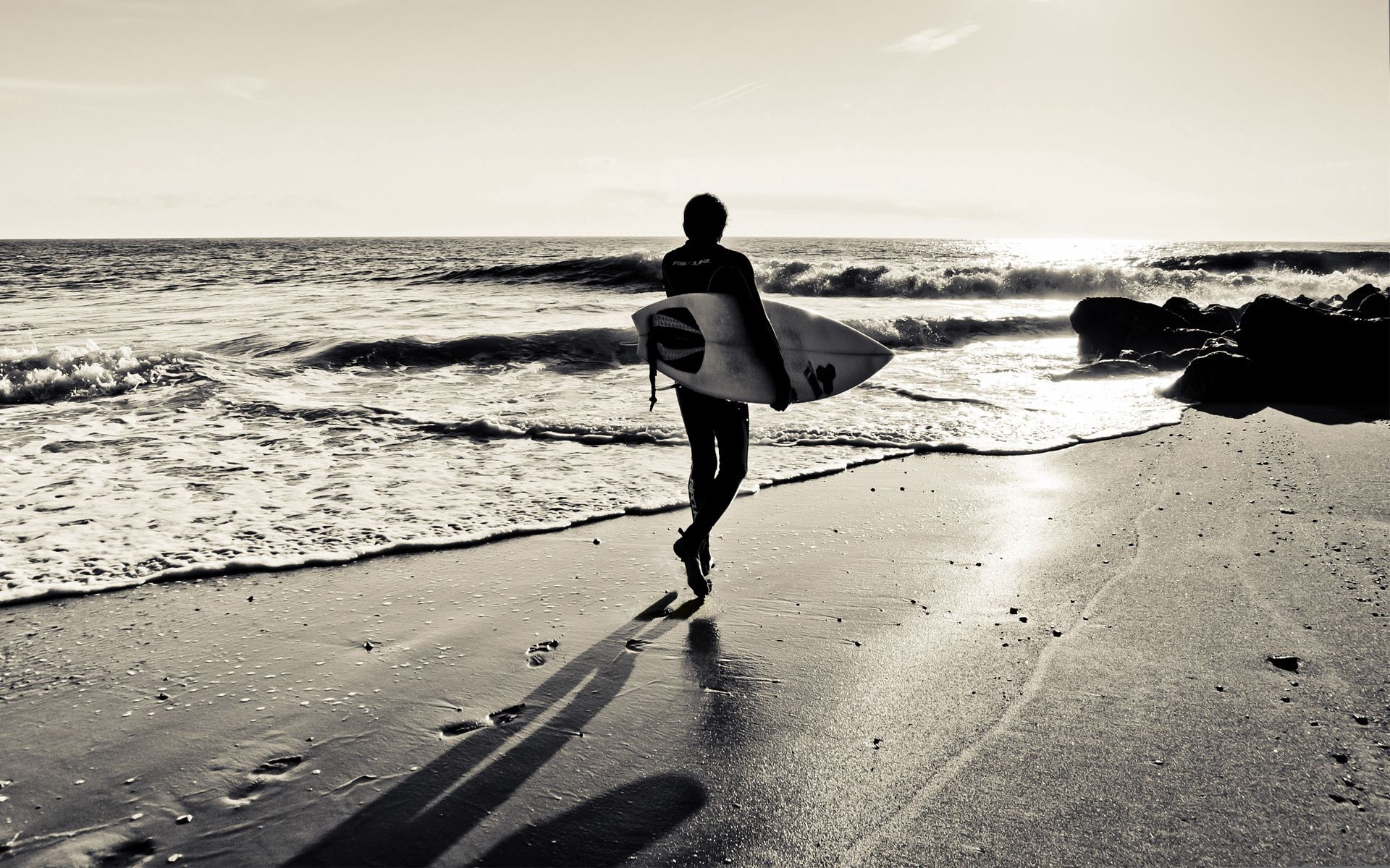 141715 скачать обои Доска, Песок, Прибой, Море, Серфинг, Спорт - заставки и картинки бесплатно