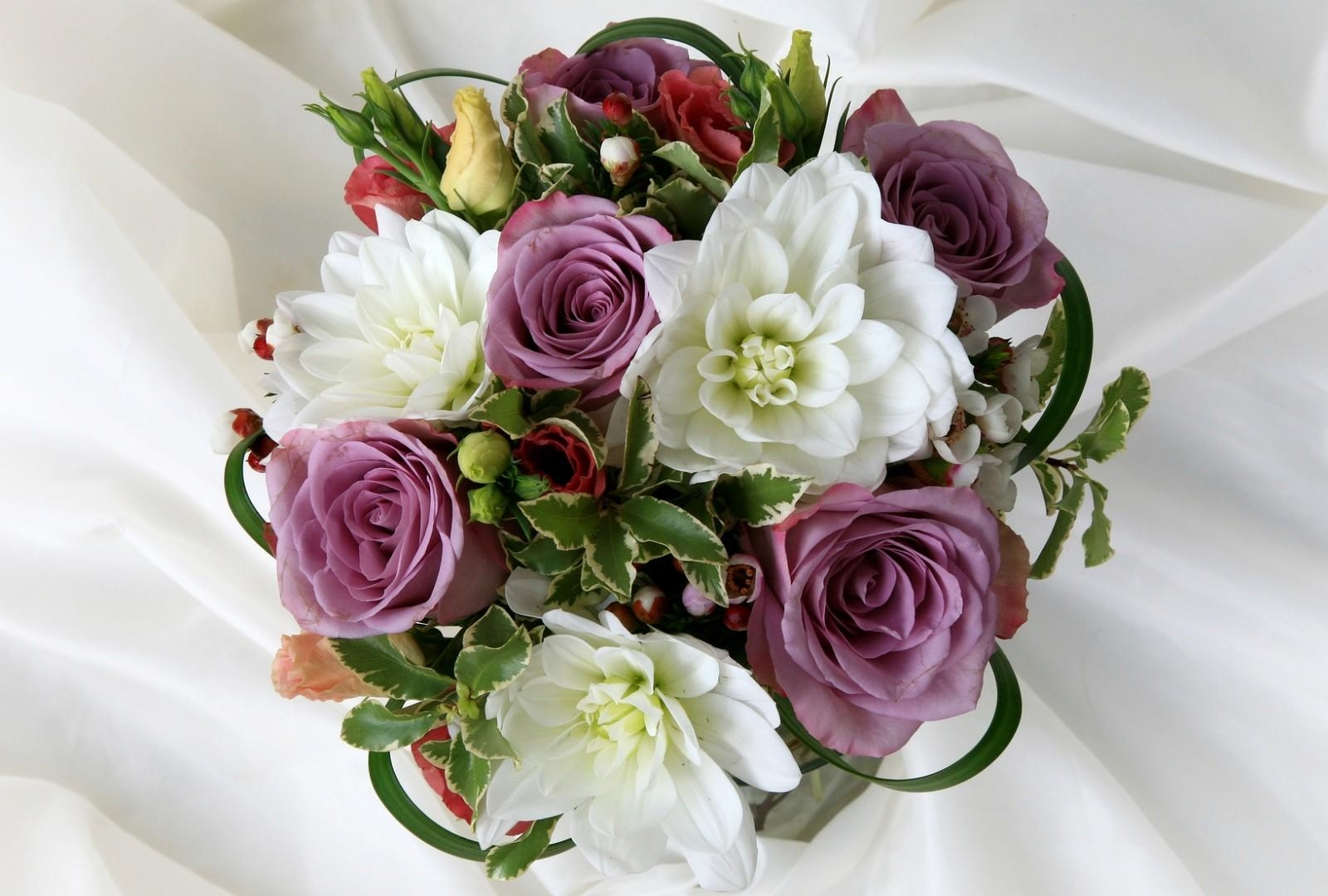 118587 скачать обои Цветы, Лизиантус Рассела, Букет, Оформление, Розы - заставки и картинки бесплатно