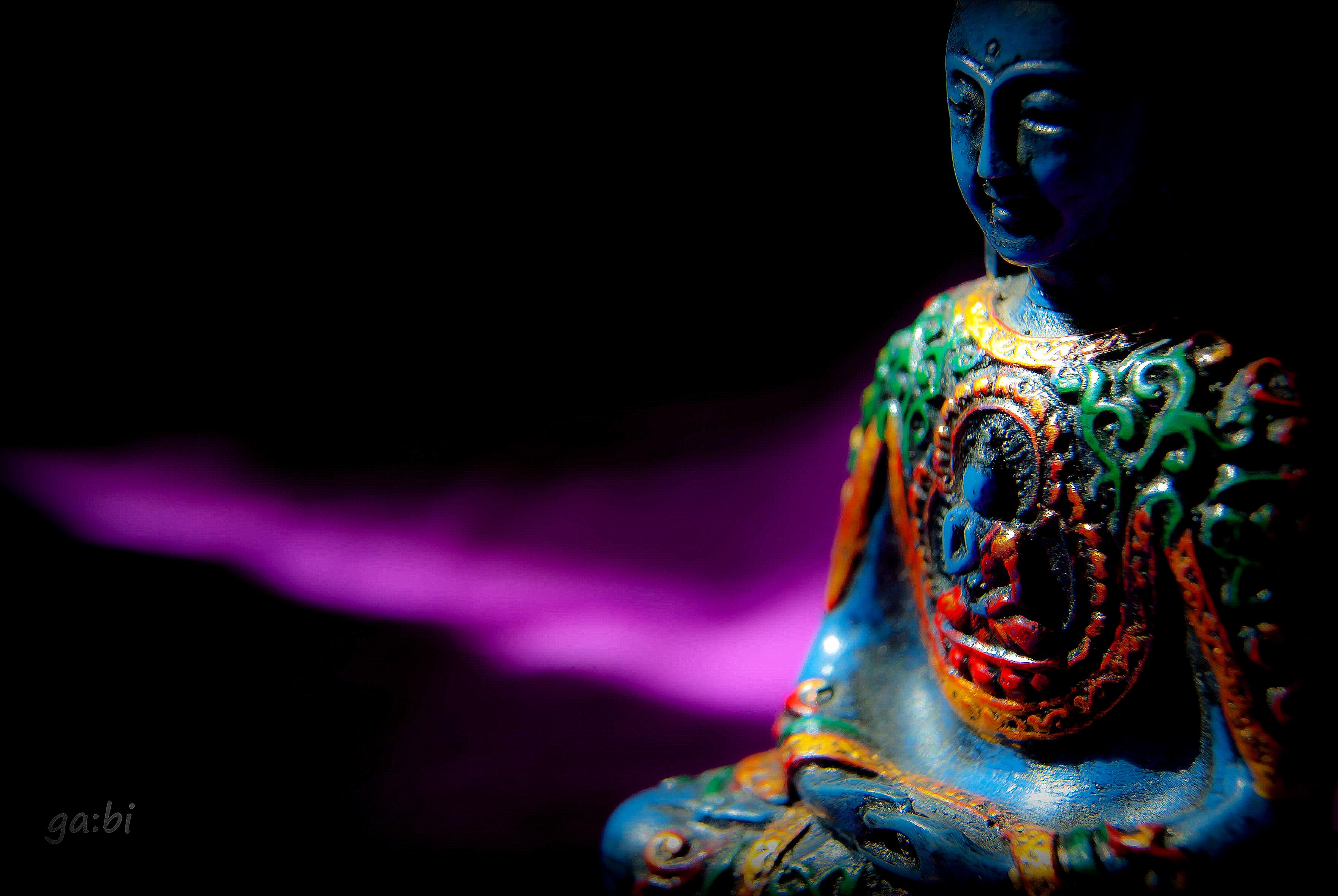 144935 скачать обои Разное, Будда, Буддизм, Медитация, Статуэтка, Скульптура, Тени, Темный - заставки и картинки бесплатно