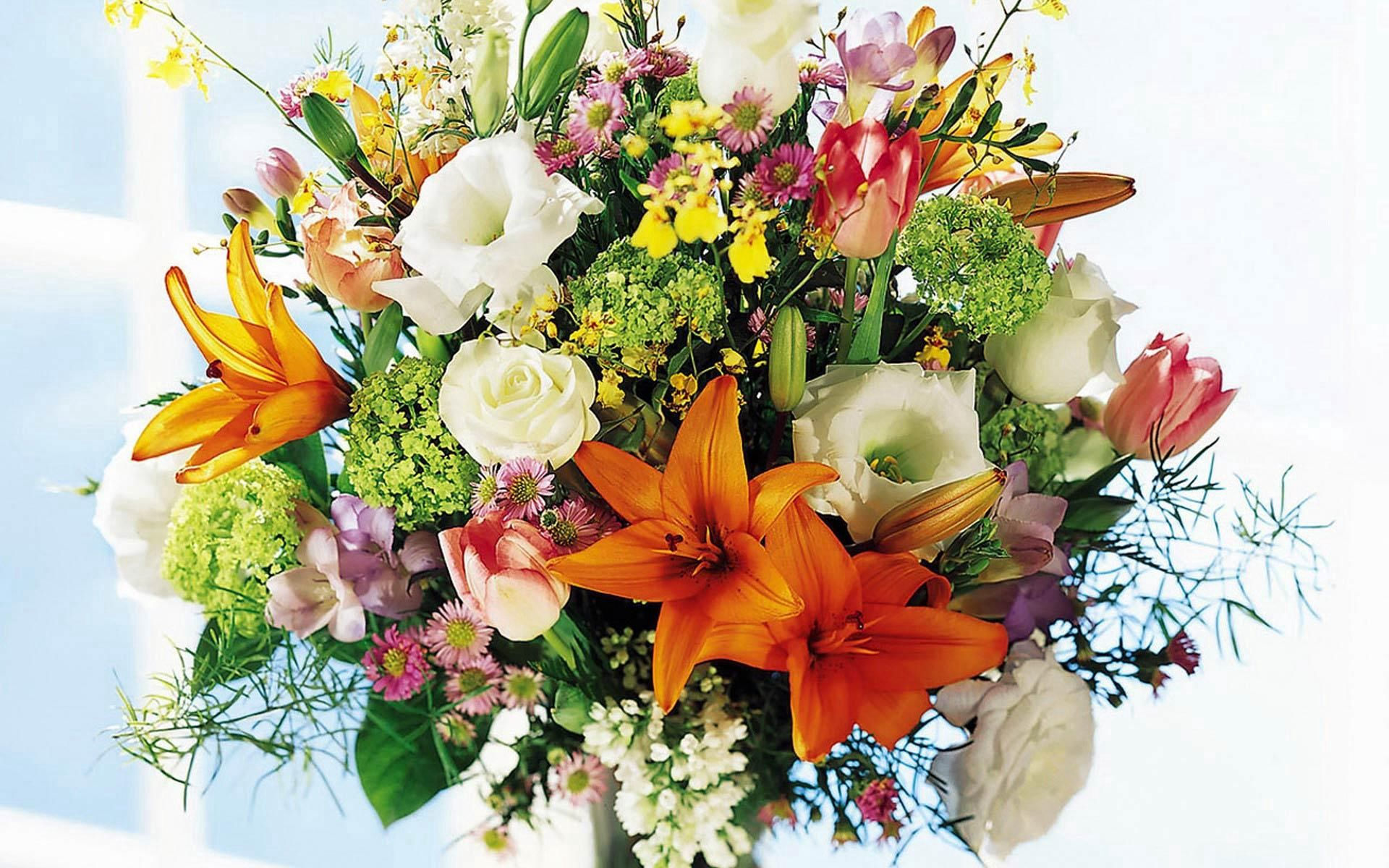 153105 скачать обои Цветы, Лилии, Букет, Окно, Свет, Розы - заставки и картинки бесплатно