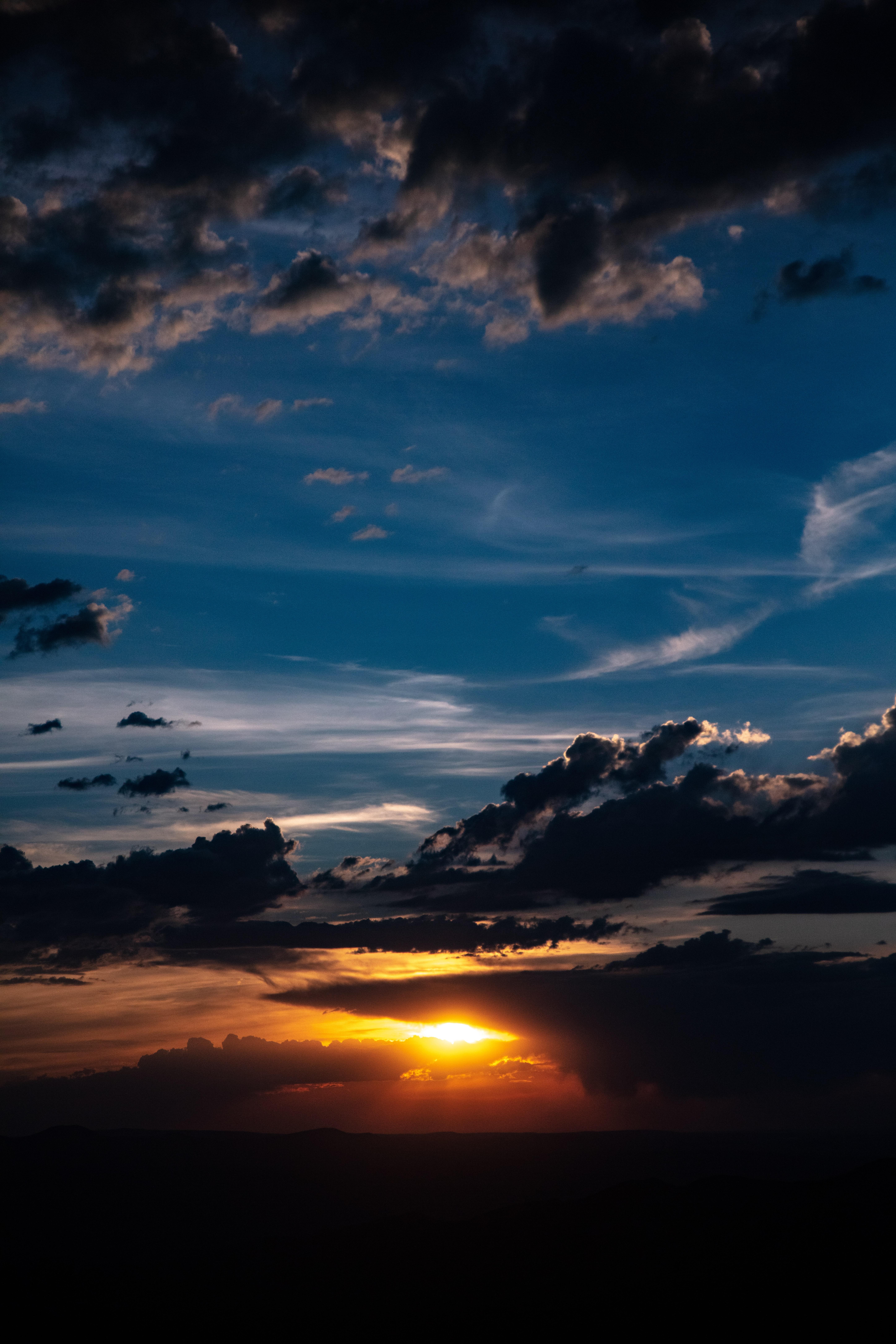 157354 Hintergrundbild herunterladen Clouds, Sun, Sunset, Dunkel, Dämmerung, Twilight - Bildschirmschoner und Bilder kostenlos