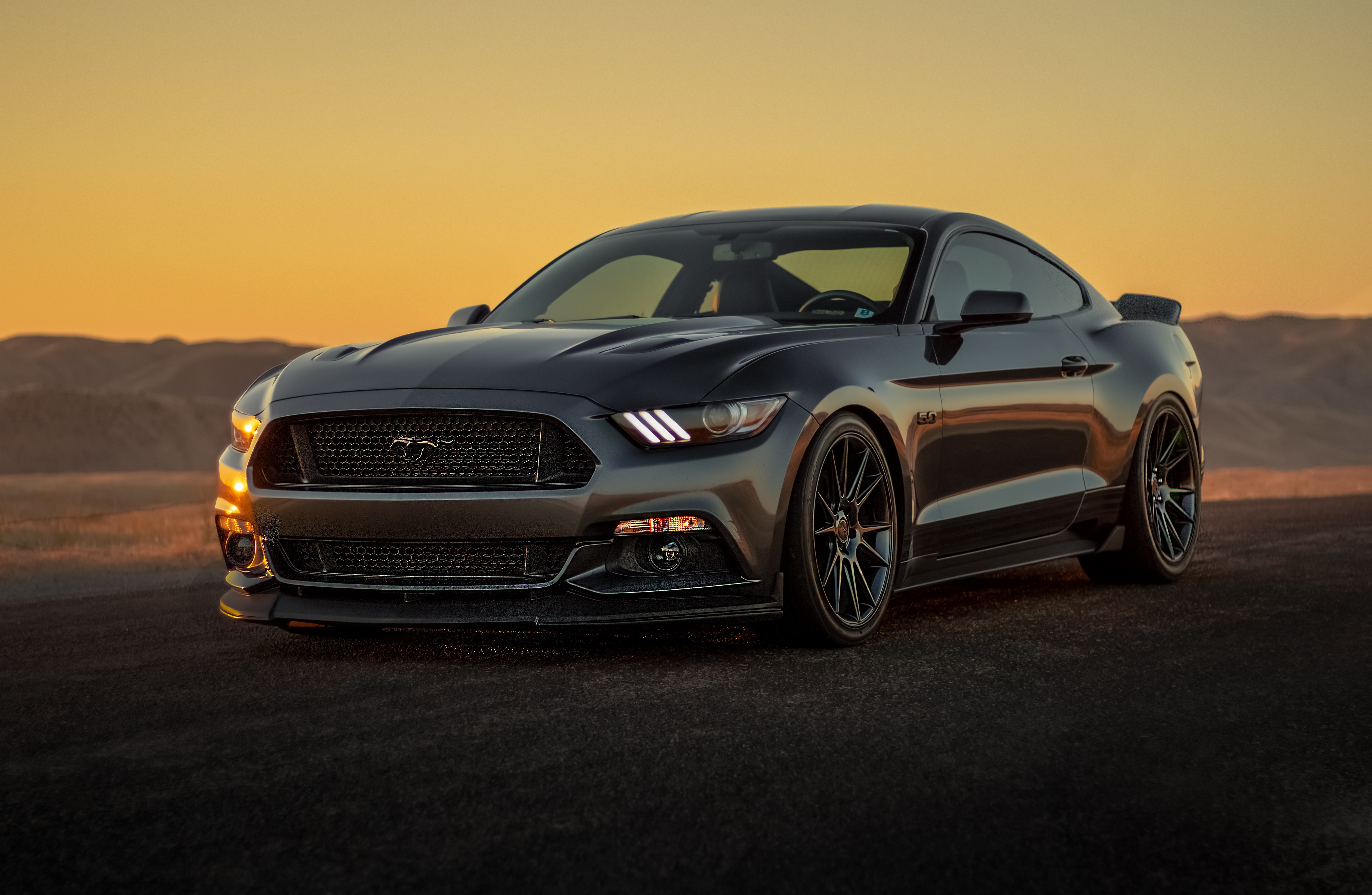 131336 скачать обои Ford Mustang, Закат, Форд (Ford), Тачки (Cars), Серый, Бампер - заставки и картинки бесплатно