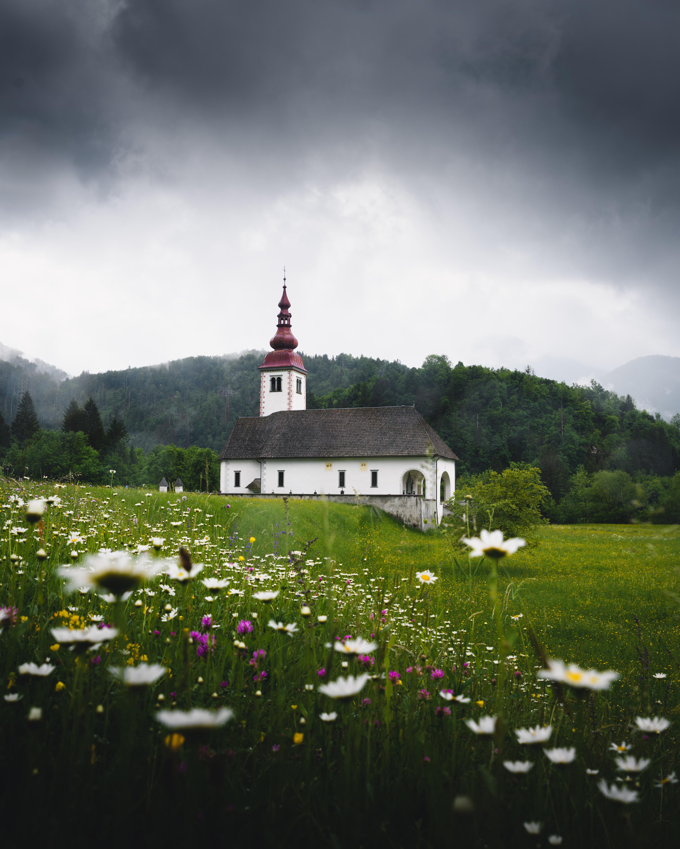 106285 免費下載壁紙 性质, 寺庙, 神殿, 场地, 字段, 草, 斯洛文尼亚, 花卉 屏保和圖片