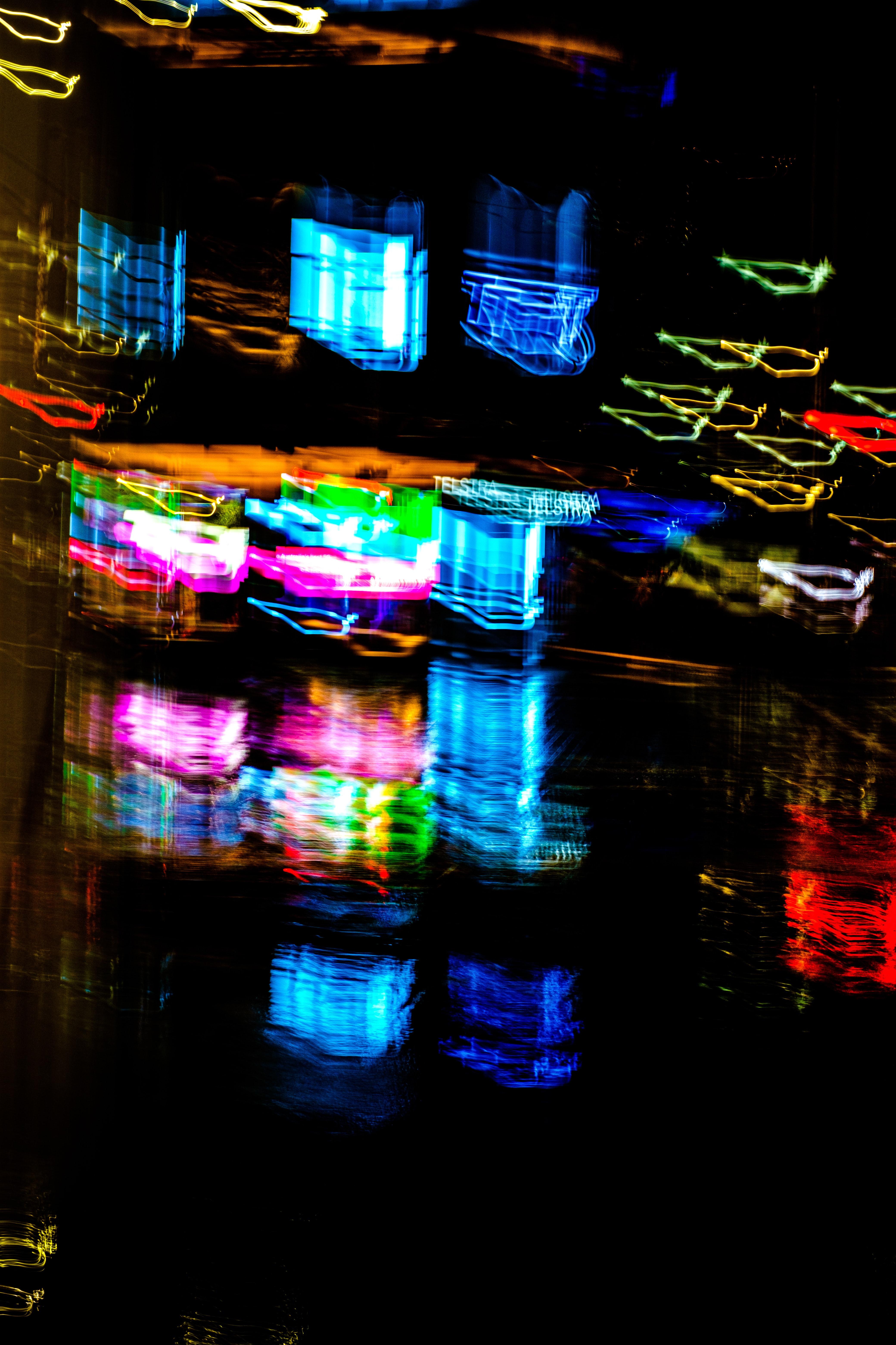 93180 papel de parede 1080x2400 em seu telefone gratuitamente, baixe imagens Abstrato, Reflexão, Brilhar, Luz, Multicolorido, Motley, Embaçamento, Liso, Néon 1080x2400 em seu celular