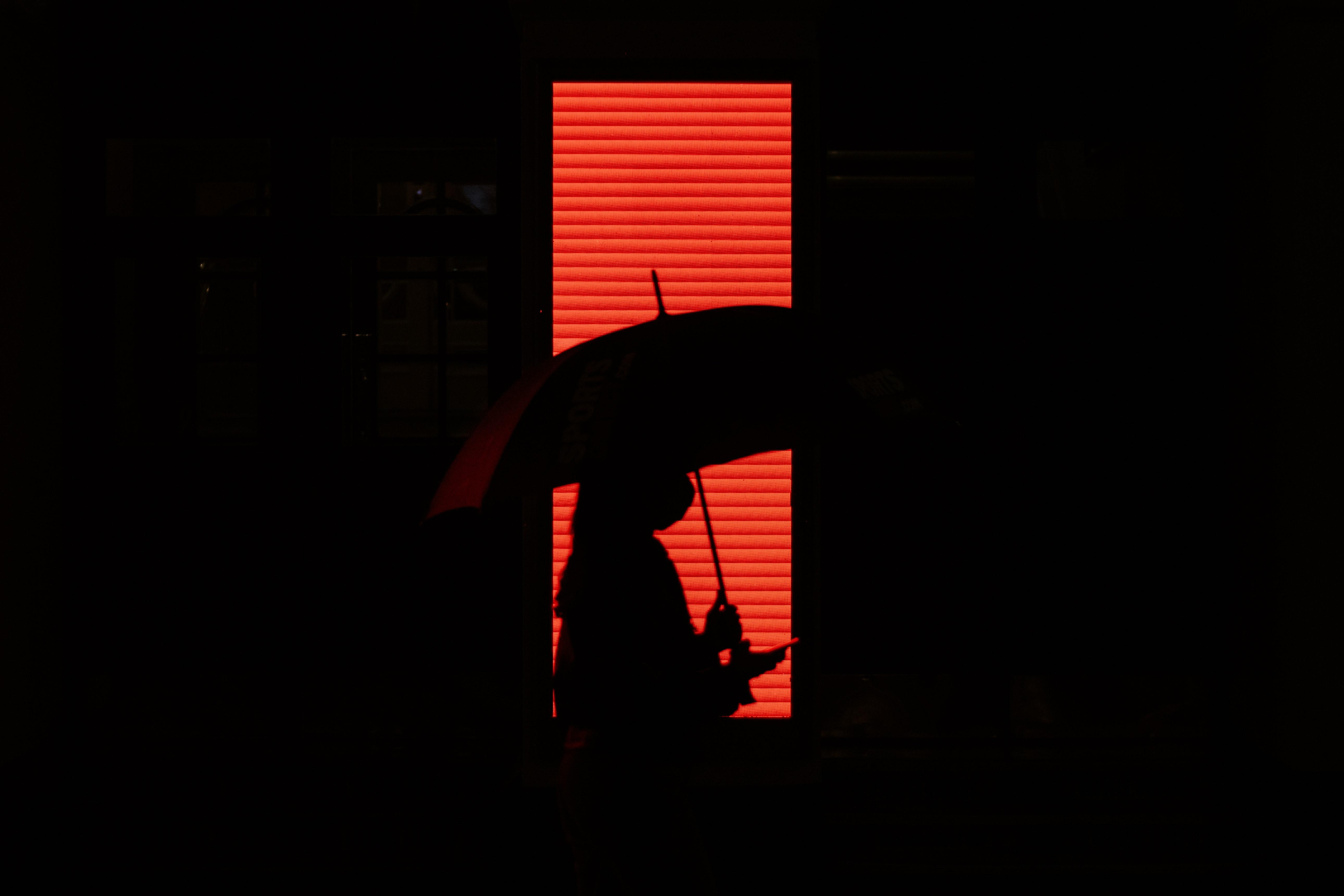 146147壁紙のダウンロード闇, 暗い, 人間, 人, 傘, シルエット, 赤い-スクリーンセーバーと写真を無料で