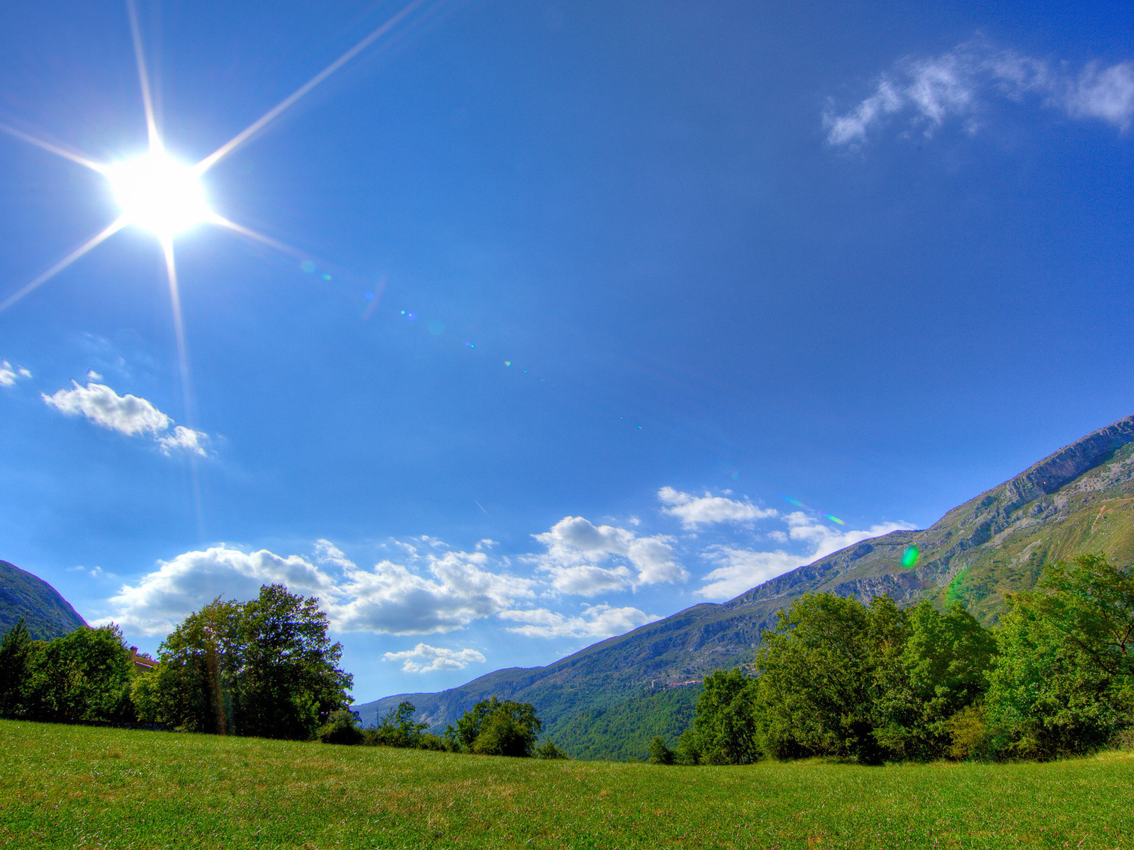 19916 download wallpaper Landscape, Sky, Mountains, Clouds screensavers and pictures for free