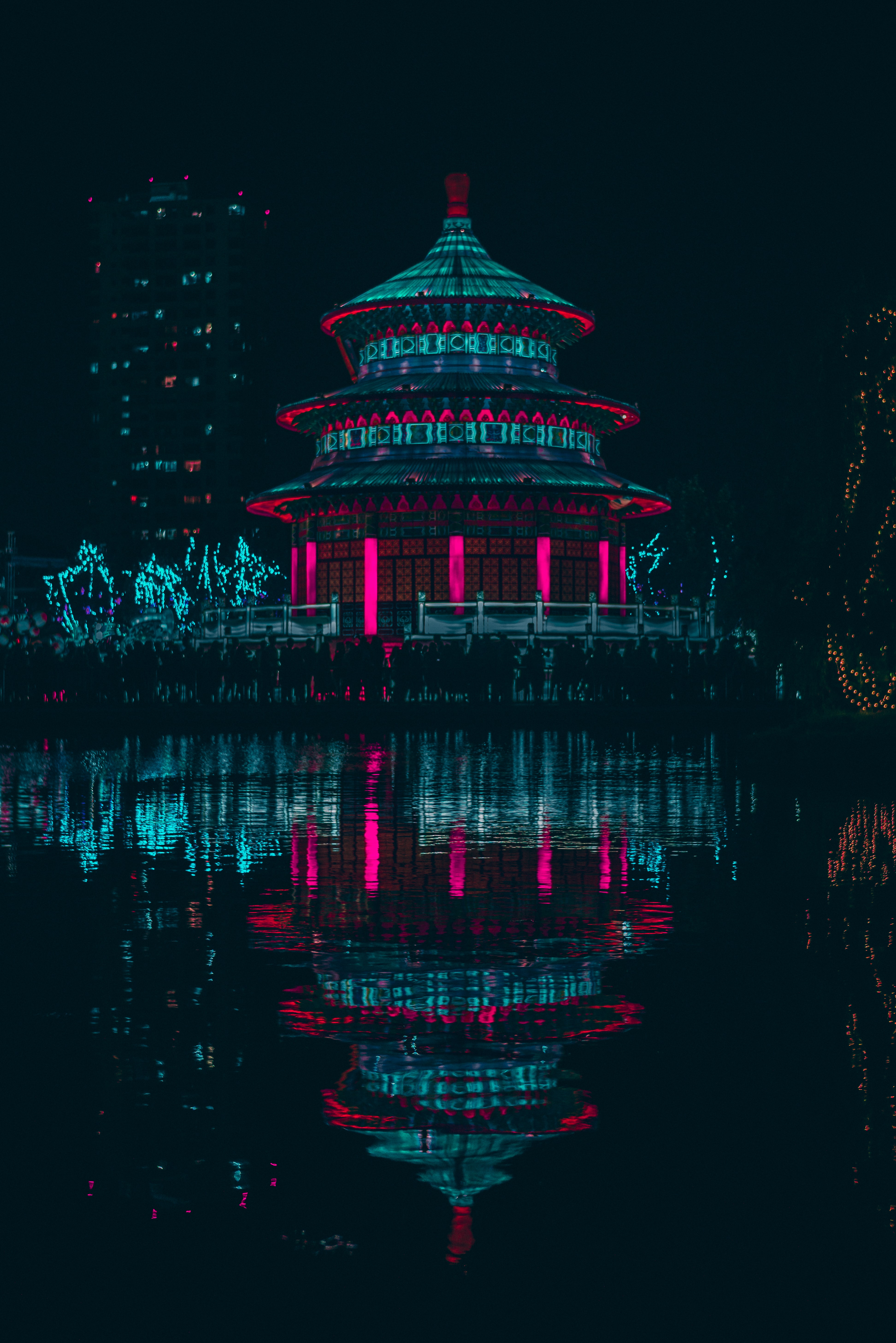 54490 download wallpaper Dark, Water, Building, Reflection, Neon screensavers and pictures for free