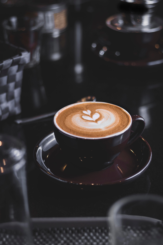 81853 Hintergrundbild herunterladen Lebensmittel, Getränke, Coffee, Eine Tasse, Tasse, Schaum, Meerschaum, Trinken, Dekoriert, Eingerichtet - Bildschirmschoner und Bilder kostenlos