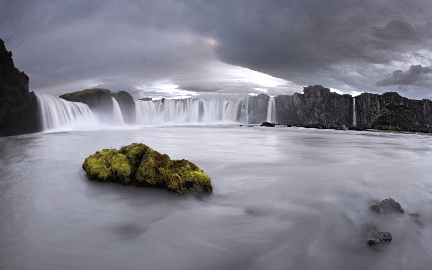 90773 download wallpaper Nature, Waterfalls, Rock, Stone, Moss, Mainly Cloudy, Overcast screensavers and pictures for free