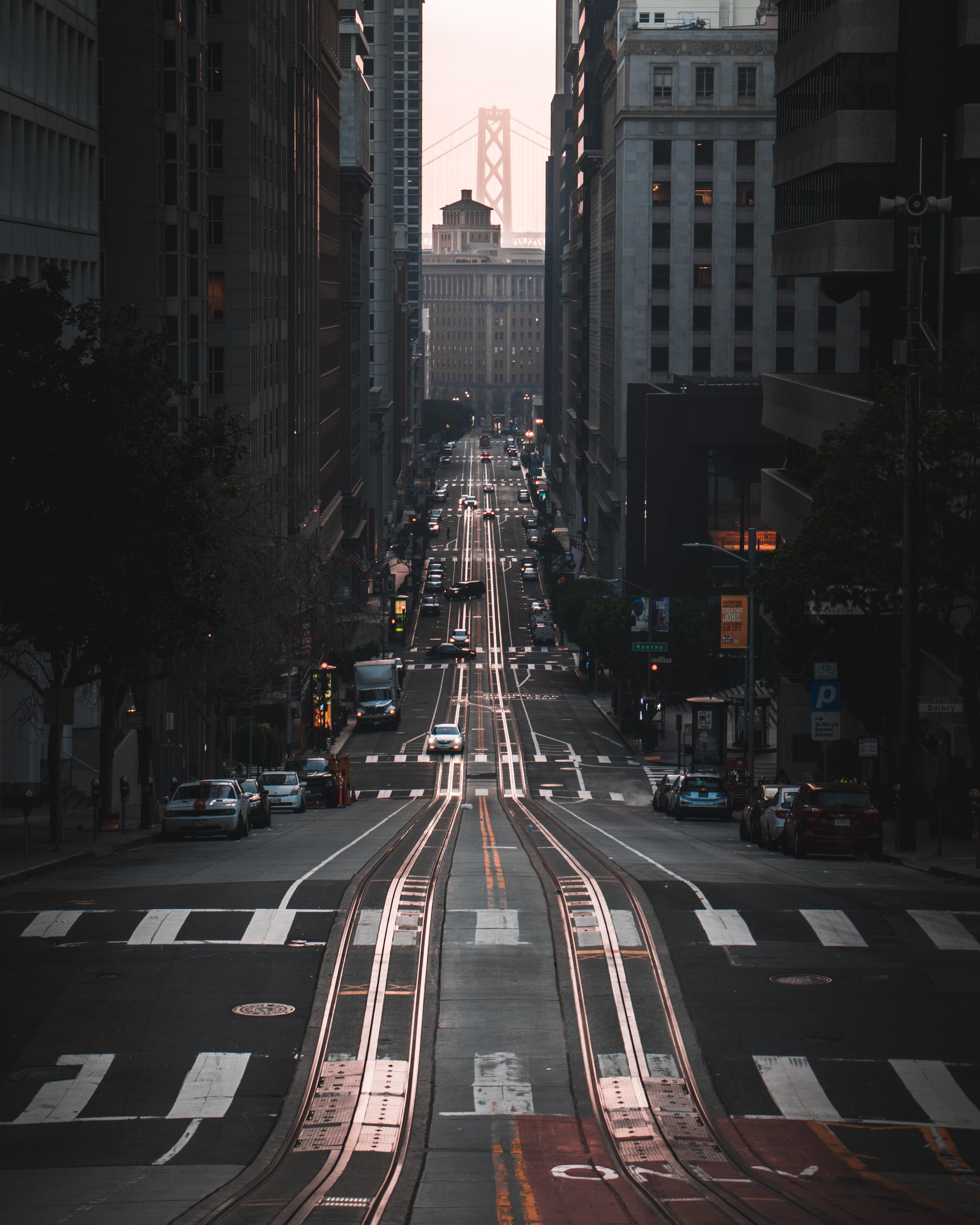 81526 завантажити шпалери Місто, Дорога, Будинки, Будівля, Даль, Відстань, Міста, Машини - заставки і картинки безкоштовно