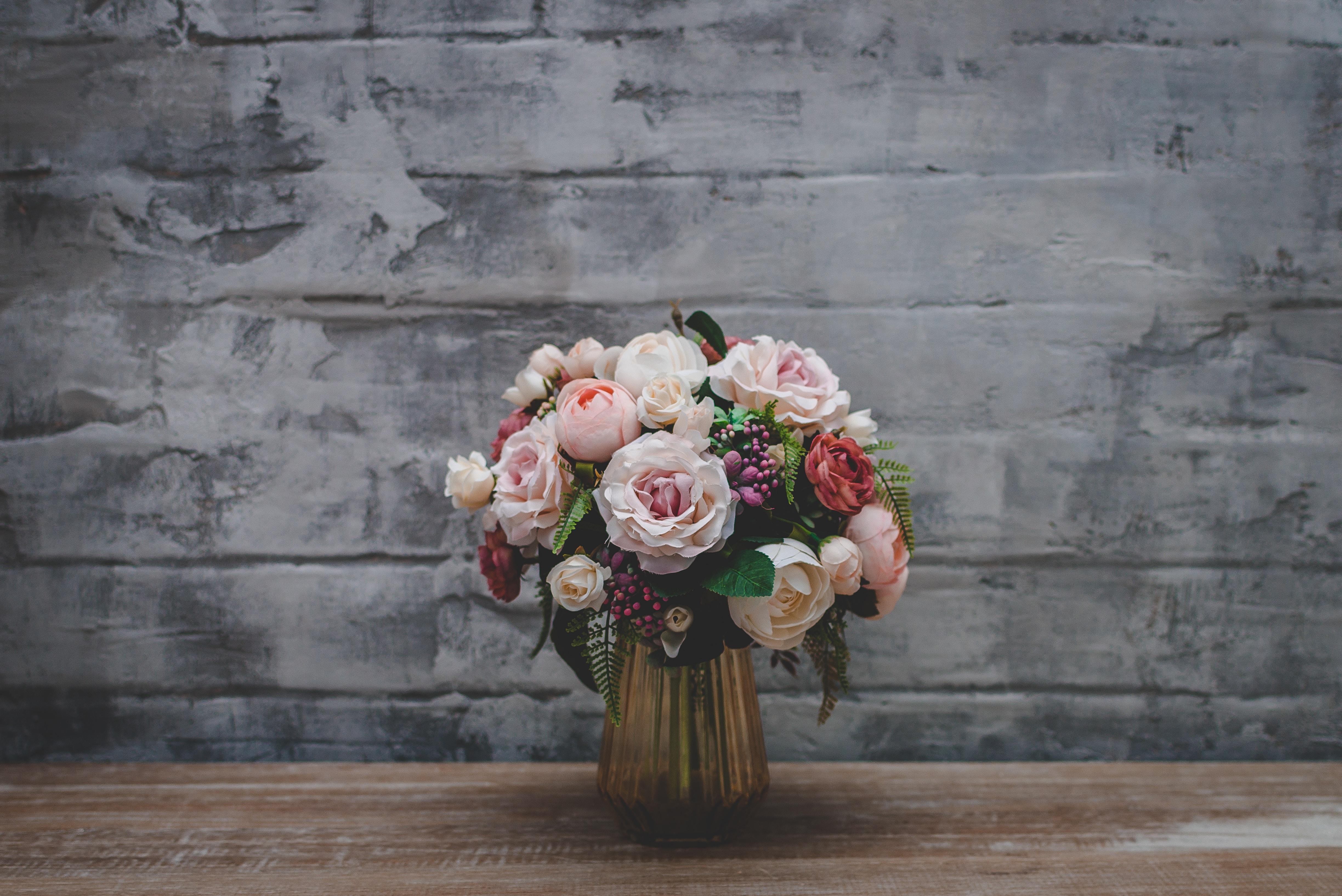 69250 скачать обои Цветы, Букет, Ваза, Розы - заставки и картинки бесплатно
