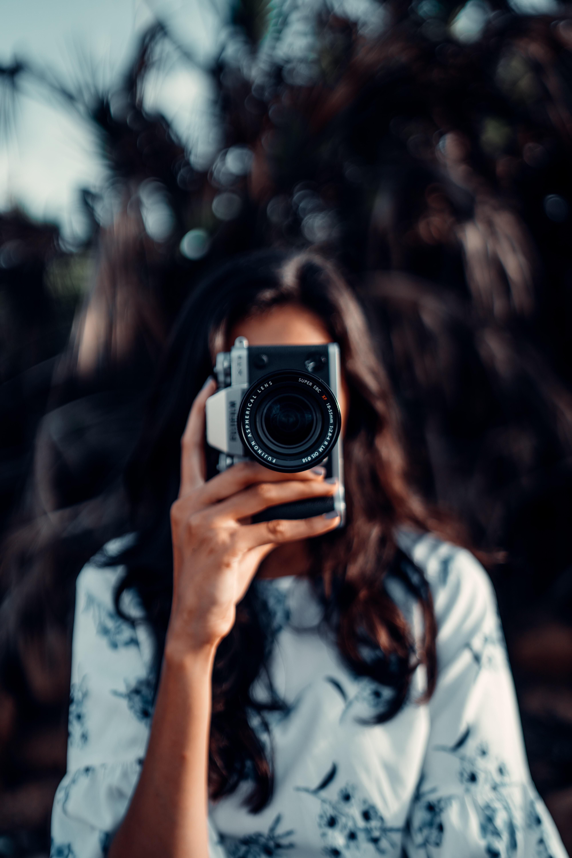 64478 скачать обои Разное, Фотоаппарат, Девушка, Размытость, Фокус - заставки и картинки бесплатно