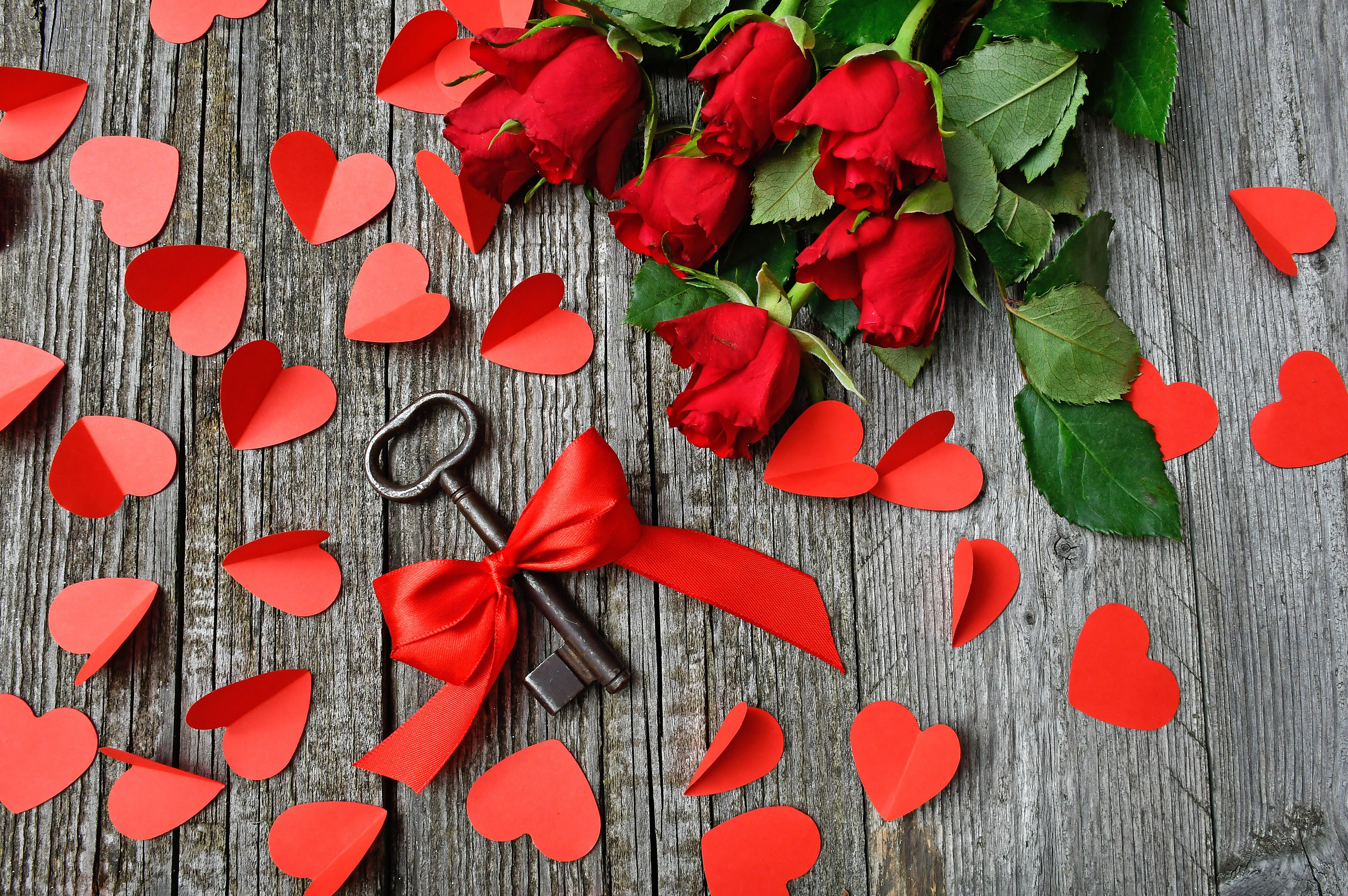 71686 скачать обои Любовь, Ключ, Лента, Розы, Сердца - заставки и картинки бесплатно