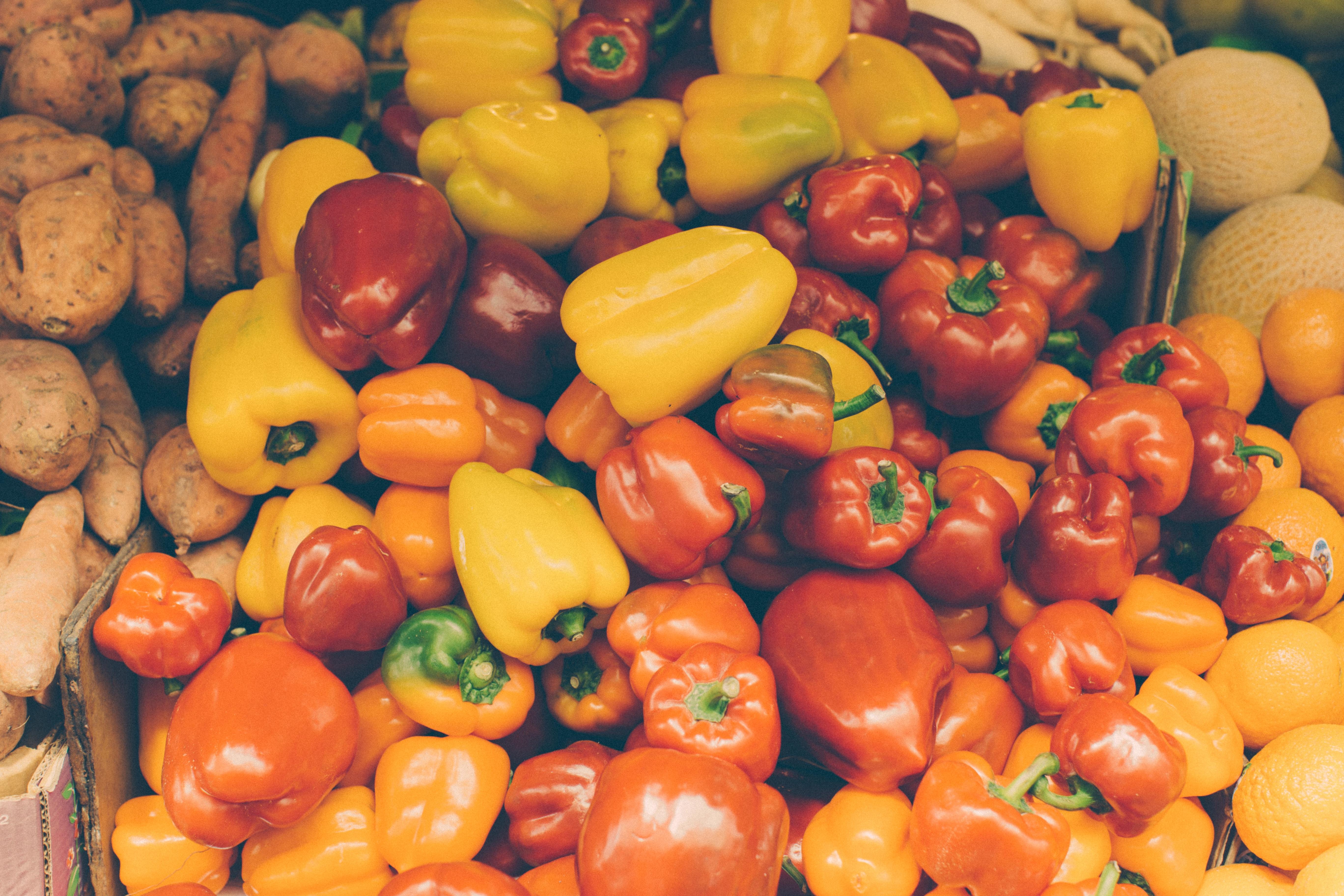 157326 Заставки и Обои Овощи на телефон. Скачать Перец, Фрукты, Еда, Апельсины, Овощи, Морковь, Дыня картинки бесплатно