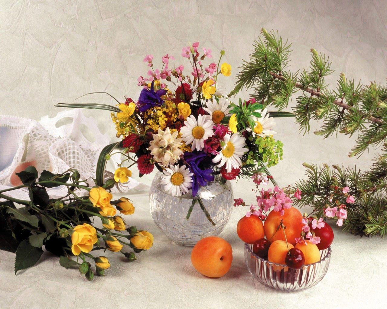 126183 télécharger le fond d'écran Fleurs, Camomille, Domaine, Champ, Vase, Still Life, Fruits, Roses, Bouquets - économiseurs d'écran et images gratuitement