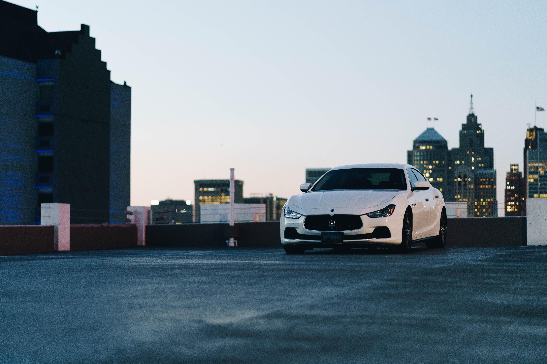 143065 Hintergrundbild herunterladen Auto, Maserati, Cars, Stadt, Wagen, Vorderansicht, Frontansicht - Bildschirmschoner und Bilder kostenlos
